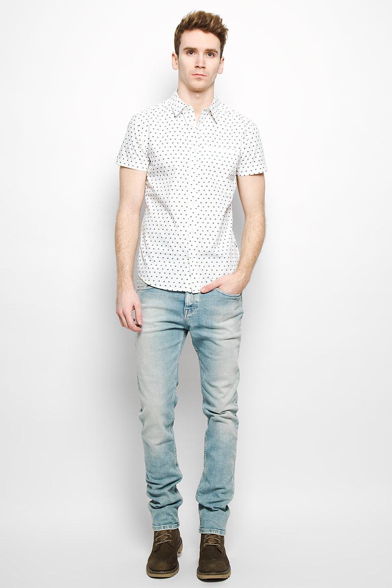 Рубашка мужская Wrangler, цвет: белый, синий. W59107M02. Размер M (48)W59107M02Стильная мужская рубашка Wrangler, выполненная из натурального хлопка, мягкая и приятная на ощупь, не сковывает движения и позволяет кожедышать, обеспечивая комфорт. Модель с отложным воротником и короткими рукавами застегивается на пластиковые пуговицы по всей длине. Спереди модель дополнена втачным нагрудным карманом. Изделие оформлено принтом горох.Эта модная и удобная рубашка послужит отличным дополнением к вашему гардеробу.