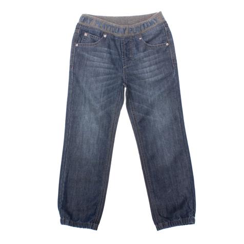 Джинсы для мальчика PlayToday, цвет: темно-синий. 161152. Размер 122, 7 лет161152Удобные джинсы для мальчика PlayToday идеально подойдут вашему ребенку для отдыха и прогулок. Изготовленные из хлопка с добавлением полиэстера, они мягкие и приятные на ощупь, не сковывают движения и позволяют коже дышать, не раздражают даже самую нежную и чувствительную кожу ребенка, обеспечивая наибольший комфорт. Джинсы прямого покроя на талии имеют широкую эластичную резинку, оформленную надписью с названием бренда, благодаря чему они не сдавливают животик ребенка и не сползают. Имеется имитация ширинки. Спереди джинсы дополнены двумя карманами со скошенными краями и маленьким накладным кармашком, а сзади - двумя накладными. Модель оформлена легким эффектом потертости. Низ брючин присборен на резинки. Современный дизайн и модная расцветка делают эти джинсы стильным предметом детского гардероба. В них ваш маленький мужчина всегда будет в центре внимания!