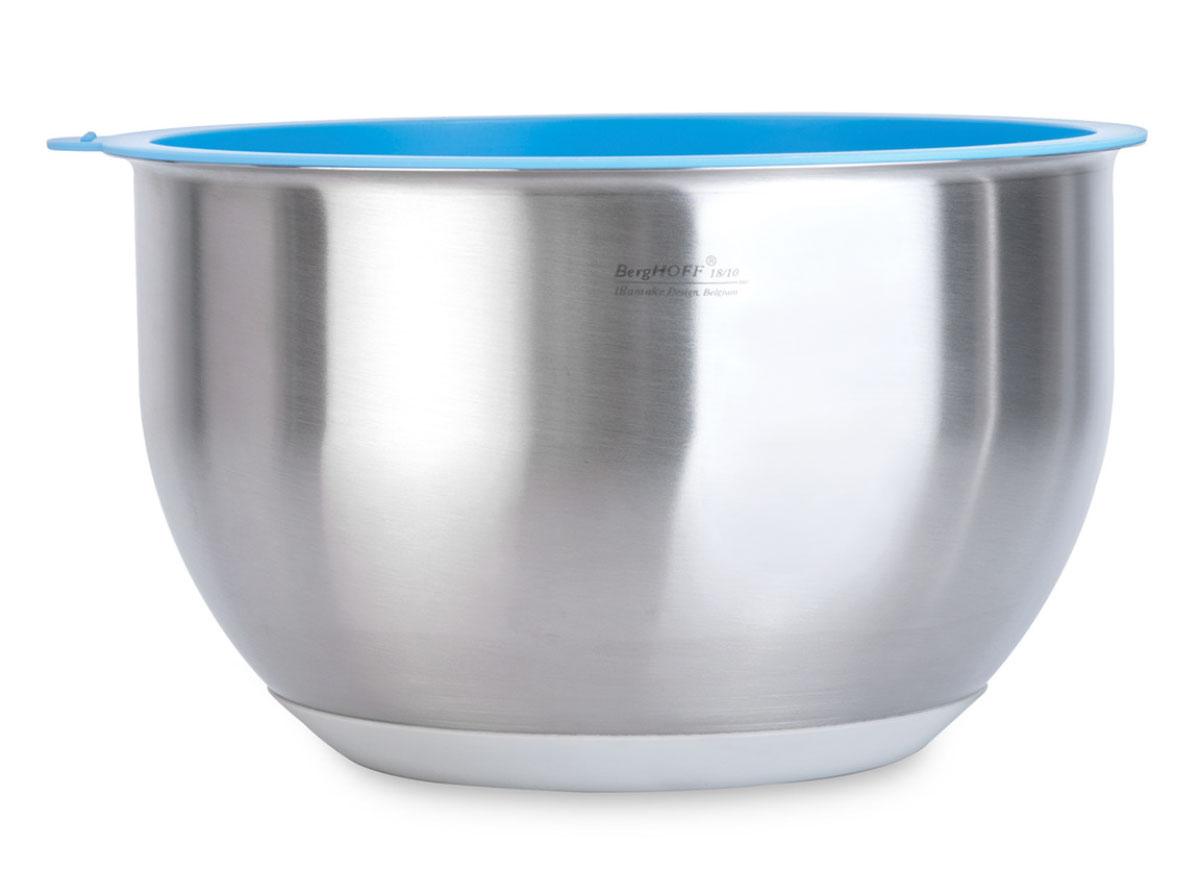 """Миска BergHOFF """"Orion"""" изготовлена из высококачественной нержавеющей стали и снабжена крышкой из ПВХ, которая плотно и герметично закрывается, дольше сохраняя продукты свежими. Дно покрыто резиновым противоскользящим основанием, которое не поцарапает поверхность стола. Идеально подходит для сервировки салатов и закусок, а также  для хранения и переноски пищевых продуктов.  Подходит для хранения в холодильнике, посудомоечной машине (кроме крышки). Диаметр (по верхнему краю): 20 см."""