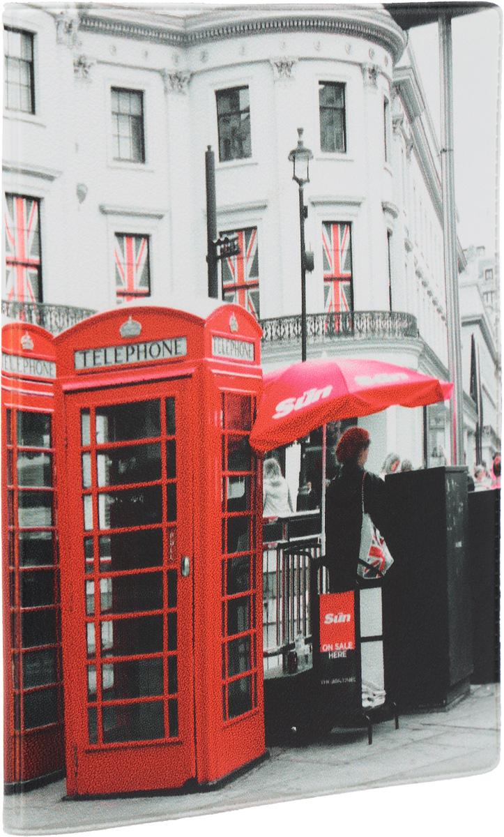 Обложка для паспорта Mitya Veselkov Лондонские будки, цвет: белый, красный. OZAM192OZAM192Обложка для паспорта Mitya Veselkov Лондонские будки не только поможет сохранить внешний вид ваших документов и защитить их от повреждений, но и станет стильным аксессуаром, идеально подходящим вашему образу. Обложка выполнена из поливинилхлорида и оформлена изображением знаменитых лондонских телефонных будок на городском фоне. Внутри имеет два вертикальных кармана из прозрачного пластика. Такая обложка поможет вам подчеркнуть свою индивидуальность и неповторимость! Обложка для паспорта стильного дизайна может быть достойным и оригинальным подарком.