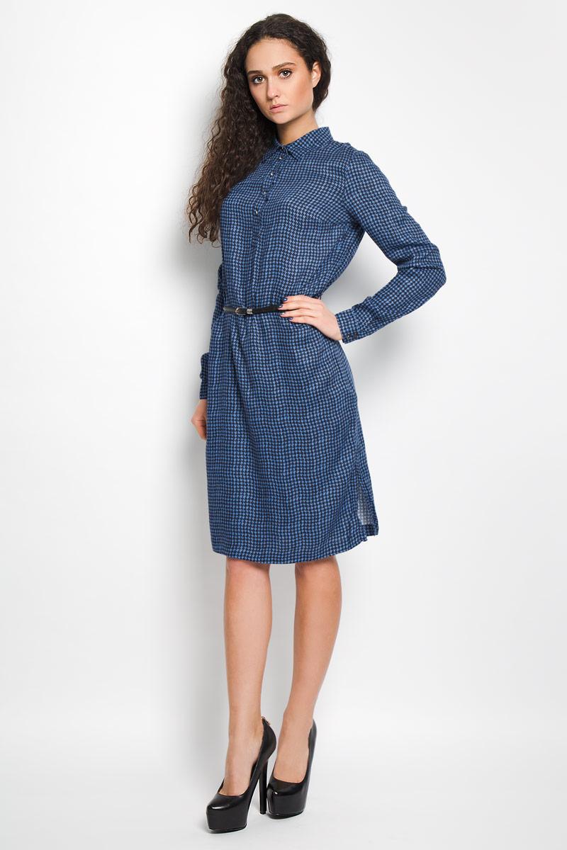 Платье Finn Flare, цвет: темно-синий, голубой. B16-12038. Размер XL (50)B16-12038Элегантное платье Finn Flare выполнено из высококачественной 100% вискозы. Такое платье обеспечит вам комфорт и удобство при носке.Модель с длинными рукавами и отложным воротником выгодно подчеркнет все достоинства вашей фигуры благодаря свободному струящемуся крою.Платье-миди застегивается на пуговицы у горловины, манжеты рукавов также дополнены пуговицами. В комплект входит узкий ремень, великолепно дополняющий платье. Изделие украшено контрастным принтом в виде волнистых полосок. Изысканное платье-миди создаст обворожительный и неповторимый образ.Это модное и удобное платье станет превосходным дополнением к вашему гардеробу, оно подарит вам удобство и поможет вам подчеркнуть свой вкус и неповторимый стиль.