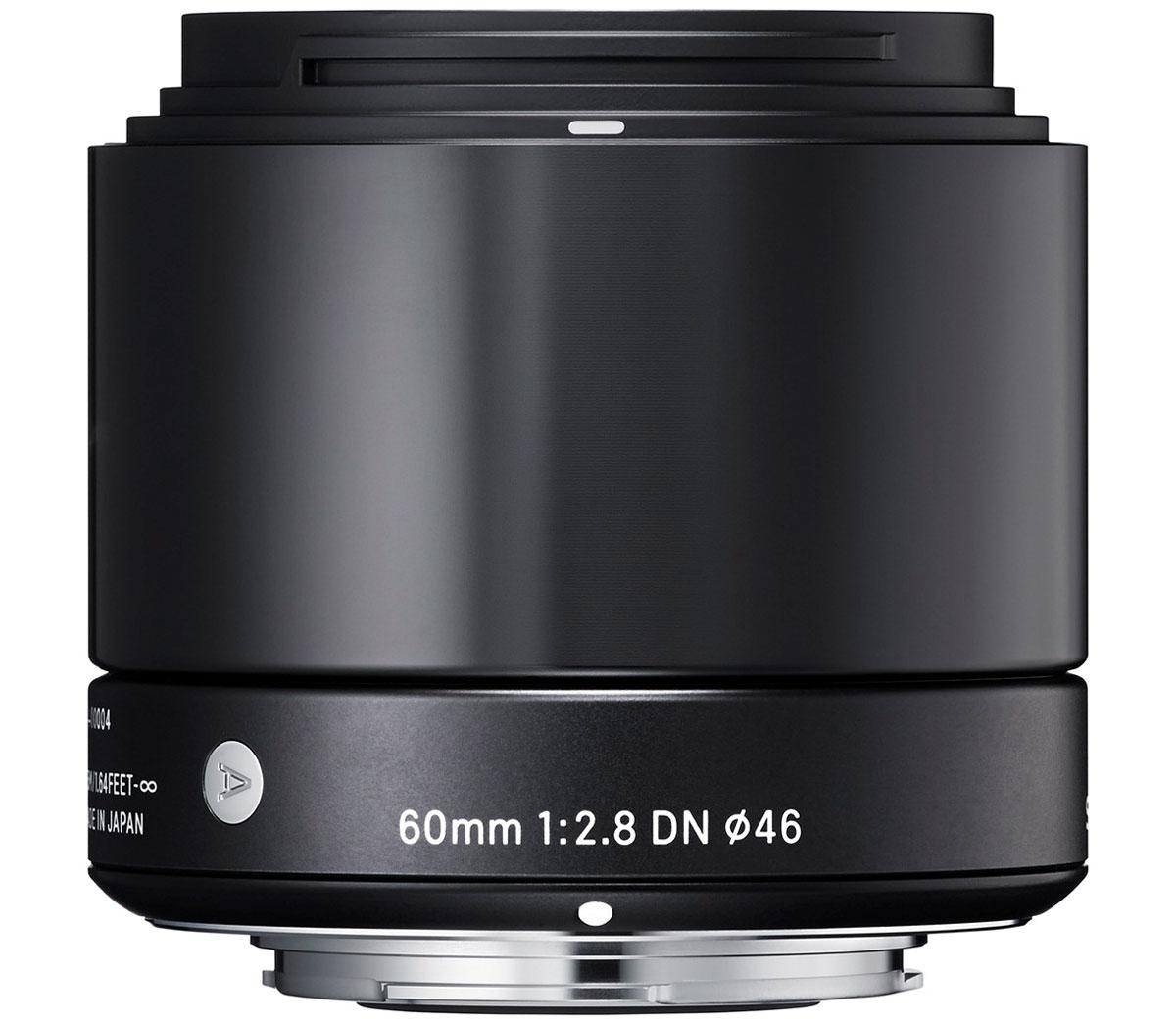 Sigma AF 60mm f/2.8 DN/A, Black объектив для Micro 4/3350963Объектив Sigma AF 60mm f/2.8 DN/A создан с применением передовых оптических технологий – легкий и компактный, с небольшой глубиной резкости – позволяет фотографу эффектно выделять отдельные части объекта съемки.Фокусное расстояние в эквиваленте равно 120 мм для Micro Four/Third и 90 мм для Sony E. Объектив создает изображения с натуральной перспективой и небольшой глубиной резкости, что вкупе с приятным боке делает снимки особо выразительными. Кроме этого, значительно улучшена функциональность. Простая форма кольца фокусировки, различие текстур каждой части, использование металла как основного материала и цельный корпус – все это составляющие дизайна Sigma AF 60mm f/2.8 DN/A.В конструкции объектива применяется самое современное сверхнизнодисперсное оптическое стекло (SLD), а также литые асферические элементы, что гарантирует превосходное исправление искажений и других видов аберрации. Закругленная 7-лепестковая диафрагма создает привлекательное размытие изображения, находящегося не в фокусе. Современная телецентрическая оптическая схема объектива обеспечивает отличное качество изображения по всему полю кадра. Объектив имеет линейный двигатель AF, который перемещает линзу без необходимости использования дополнительных механических частей. Эта система обеспечивает быструю и бесшумную автофокусировку, что позволяет использовать данную модель как для записи видео, так и для съемки фотографий.