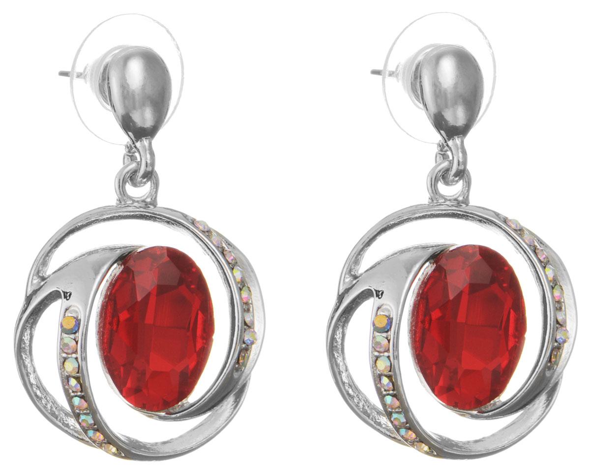 Серьги Taya, цвет: серебристый, красный. T-B-10704-EARR-SL.RED39864|Серьги с подвескамиОригинальные серьги Taya, выполненные из металлического сплава в виде подвесок округлой формы, декорированы крупными и мелкими стразами. Изделие придаст вашему образу изюминку, подчеркнут красоту и преобразят повседневный наряд. Застегиваются на замок-гвоздик с пластиковой заглушкой. Такие серьги позволит вам с легкостью воплотить самую смелую фантазию и создать собственный, неповторимый образ.