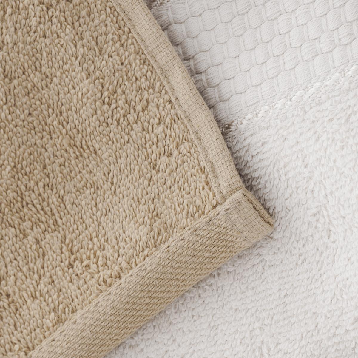 """Набор """"Aisha Home Textile"""" состоит из двух полотенец, выполненных из натуральной махровой ткани (100% хлопка). Изделия отлично впитывают влагу, быстро сохнут,  сохраняют яркость цвета и не теряют формы даже после многократных стирок.  Полотенца """"Aisha Home Textile"""" очень практичны и неприхотливы в уходе.  Комплектация: 2 шт."""