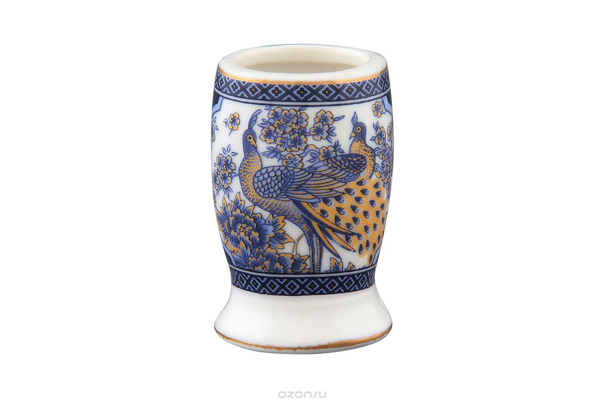 """Изящная вазочка под зубочистки Elan Gallery """"Синий павлин"""" выполнена из высококачественной керамики и оформлена ярким рисунком. Она украсит ваш стол и подойдет в качестве подарка для близких людей. Не рекомендуется применять абразивные моющие средства. Не использовать в микроволновой печи.Диаметр вазочки (по верхнему краю): 3,5 см.Высота: 5,3 см."""