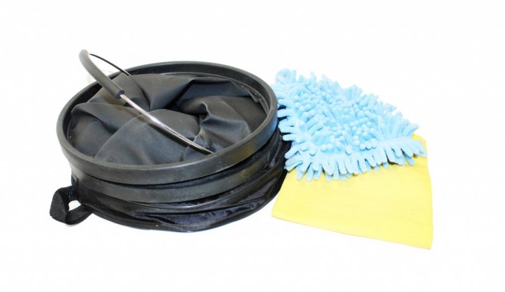 Набор для мытья машины Bradex, переноснойTD 0293Переносной набор для мытья машины Bradex, поможет решить проблему с мытьем вашего автомобиля. В комплект входит складывающееся, водонепроницаемое ведро из прочных материалов, мягкая впитывающая рукавица из фибры и впитывающая салфетка из синтетической замши.Рукавица из фибры хорошо впитывает влагу и полирует автомобиль до блеска. Салфетка из синтетической замши идеально и быстро справляется с загрязнениями, не оставляет разводов, легко отжимается и может впитывать до литра влаги.