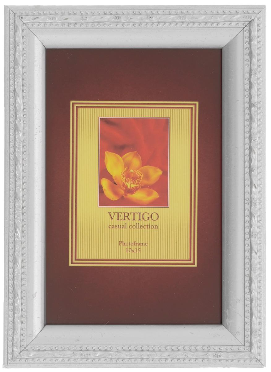 Фоторамка Vertigo, цвет: серебристый, 10 х 15 см. 33910/WF-1038/19733910/WF-1038/197 silverФоторамка Vertigo выполнена из дерева, украшенного изысканным рельефом. Стекло защищает фотографию. Задняя сторона рамки имеет специальную ножку, благодаря которой ее можно поставить на стол или любое другое место в доме или офисе. Также изделие оснащено креплениями для подвешивания на стену.Такая фоторамка поможет вам оригинально и стильно дополнить интерьер помещения, а также позволит сохранить память о дорогих вам людях и интересных событиях вашей жизни.