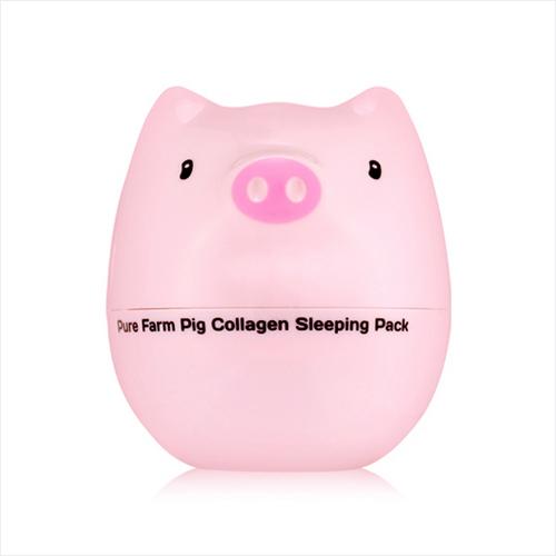 TonyMoly Ночная маска для лица Pure Farm Pig Collagen Sleeping Pack, 80 млSS04018900Ночная маска в симпатичном контейнере, крышечка которого выполнена в виде забавной доброй свинки. Главный её компонент – коллаген, который по особой технологии выделяют из кожи поросят. Этот белок близок к тому, который вырабатывается кожей, поэтому хорошо ей усваивается, восполняя недостаточную его выработку кожей. Pure Farm Pig Collagen Sleeping Pack особенно рекомендуется если на лице уже имеются признаки увядания и раннего старения появляющихся в следствии недостатка собственного коллагена. Необходимый белок, попадая с веществом маски в кожу, укрепляет эластиновые волокна, повышает тонус, устраняя дряблость кожи, наполняет влагой, аккумулирует её в клетках кожи, способствует омоложению, поддерживает выработку кожей коллагена, разглаживает и подтягивает кожу, уменьшая морщины. Особая эффективность маски с коллагеном обеспечивается тем, что она действует ночью во время сна, когда кожа расслаблена и лучше воспринимает питающие и восстанавливающие компоненты. Маска корейского бренда Tony Moly помимо коллагена содержит растительные экстракты, они поддерживают увлажняющее, питающее действие, снабжают кожу витаминами, улучшают тон лица, поддерживают омолаживающее действие маски. Марка Tony Moly чаще всего размещает на упаковке (внизу или наверху на спайке двух сторон упаковки, на дне банки, на тубе сбоку) дату изготовления в формате: год/месяц/дата.