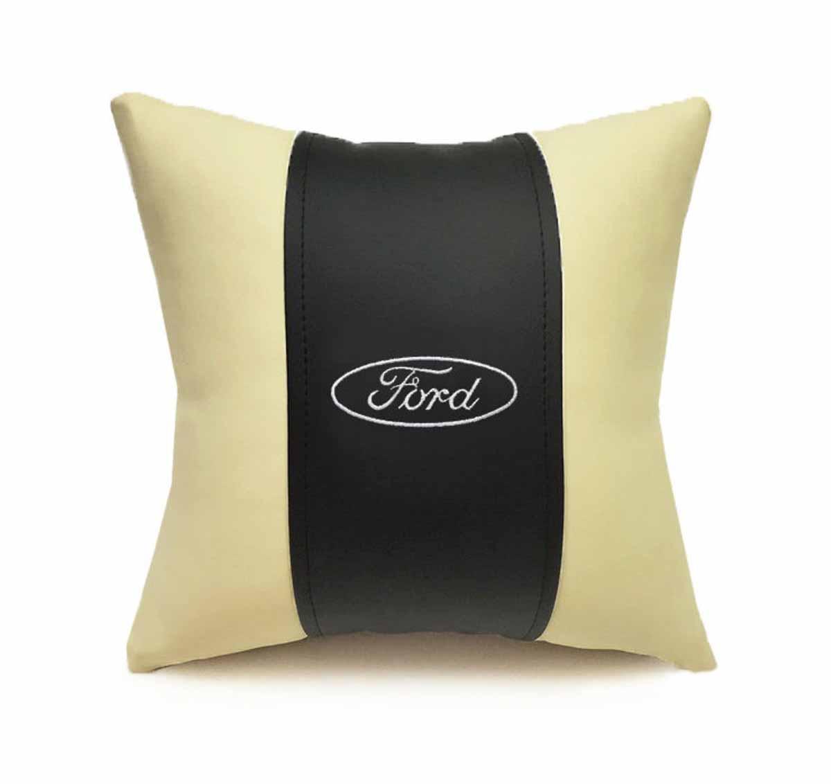 Подушка декоративная Auto premium Ford, цвет: черный, бежевый37045Подушка в машину с вышивкой автологотипа Auto Premium Ford - отличное дополнение для салона вашего авто. Мягкая подушка, изготовленная из матовой экокожи, будет удобна пассажиру. Она долго не перестанет радовать вас своим видом. Оптимальный размер подушки (30 х 30 см) не загромождает салон автомобиля.