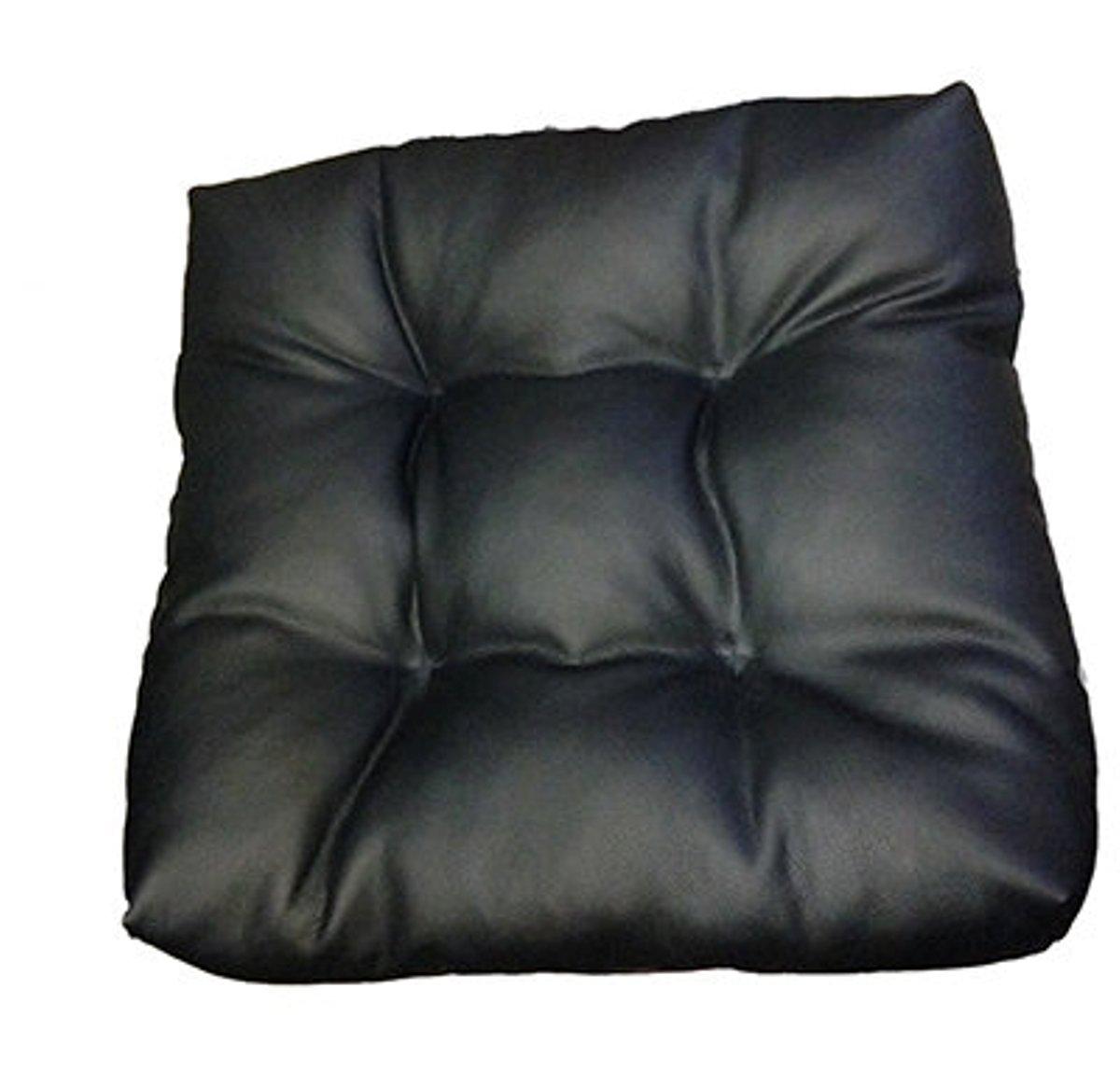 Подушка на сиденье Auto premium, с фиксирующим ремнем, цвет: черный. 77011/М08177011/М081Подушка на сиденье выполнена в стеганом стиле. Материал поверхности - высококачественная экокожа. Тем самым достигается прочность и долговечность, сравнимая с натуральной кожей. Стоит отметить, что этот материал стал выбором для большинства производителей мебели и чехлов на сиденья, именно благодаря своей прочности. Набита подушка наполнителем на основе силиконизированного волокна. Что придает ей мягкость и комфорт высокого уровня. Подушка способна поднять автомобильное сиденье на пять-семь сантиметров. Степень набивки можно регулировать благодаря наличию молнии