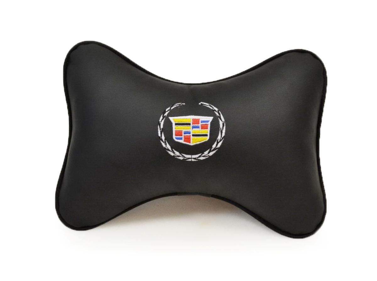 Подушка на подголовник Auto Premium Cadillac37038Подушка на подголовник Auto Premium - это лучший способ создать комфорт для шеи и головы во время пребывания в автомобильном кресле. Большинство штатных подголовников устроены так, что до них попросту не дотянуться. Данный аксессуар полностью решает эту проблему, создавая мягкую ортопедическою поддержку. Подушка выполнена из экокожи - это дышащий материал, который имеет повышенный ресурс и прочность. Легко чистится влажной тряпкой, не требует стирки, не впитывает пыль и грязь. Особенности: - Подушка крепится к сиденью, а это значит один раз поставил - и забыл. - Меньше утомляемость - а следовательно выше внимание и концентрация на дороге. - Одинакова удобна для пассажира и водителя.