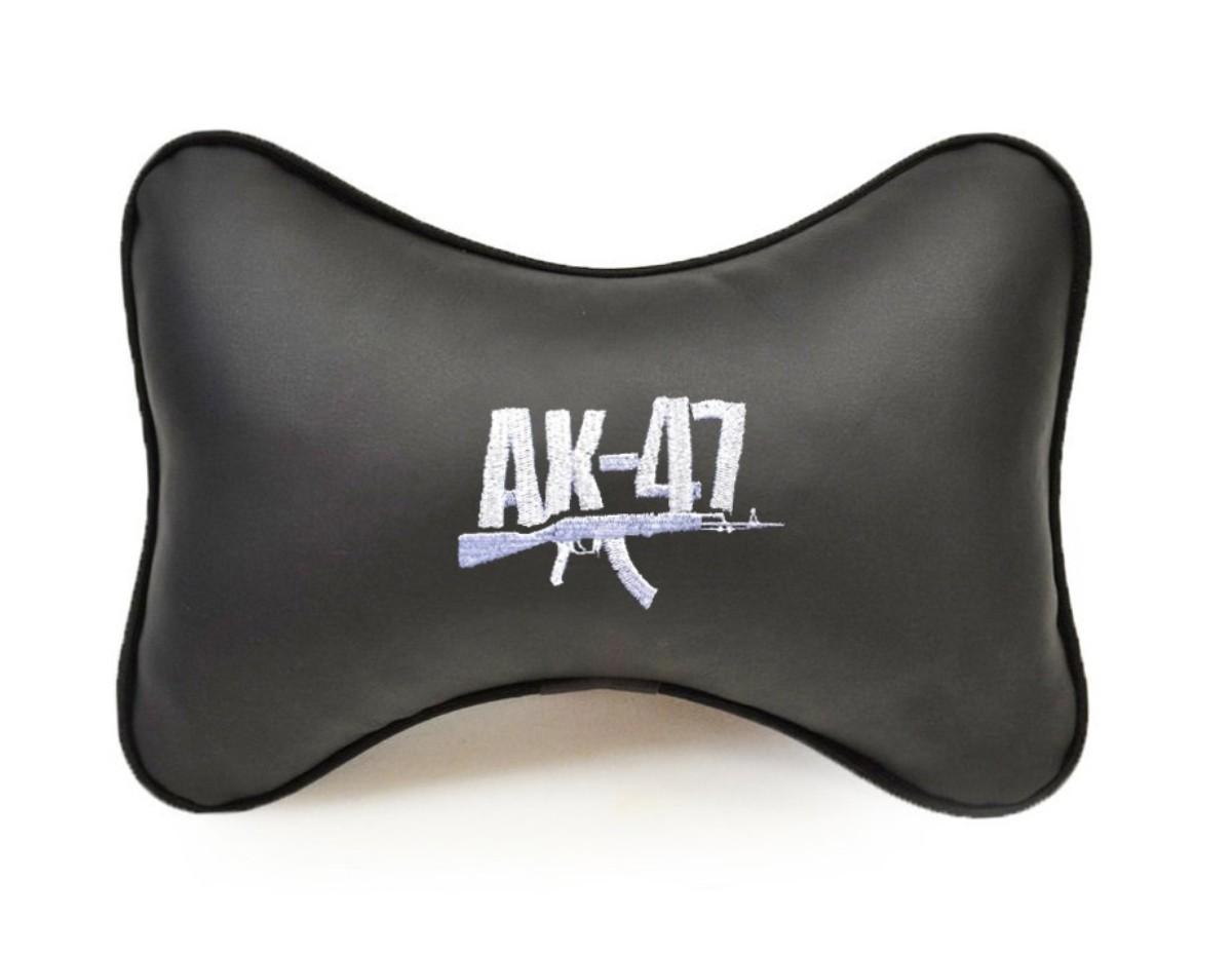 Подушка на подголовник Auto Premium АК-47, цвет: черный37225Подушка на подголовник Auto Premium - это лучший способ создать комфорт для шеи и головы во время пребывания в автомобильном кресле. Большинство штатных подголовников устроены так, что до них попросту не дотянуться. Данный аксессуар полностью решает эту проблему, создавая мягкую ортопедическою поддержку. Подушка выполнена из экокожи - это дышащий материал, который имеет повышенный ресурс и прочность. Легко чистится влажной тряпкой, не требует стирки, не впитывает пыль и грязь. Особенности: - Подушка крепится к сиденью, а это значит один раз поставил - и забыл. - Меньше утомляемость - а следовательно выше внимание и концентрация на дороге. - Одинакова удобна для пассажира и водителя.