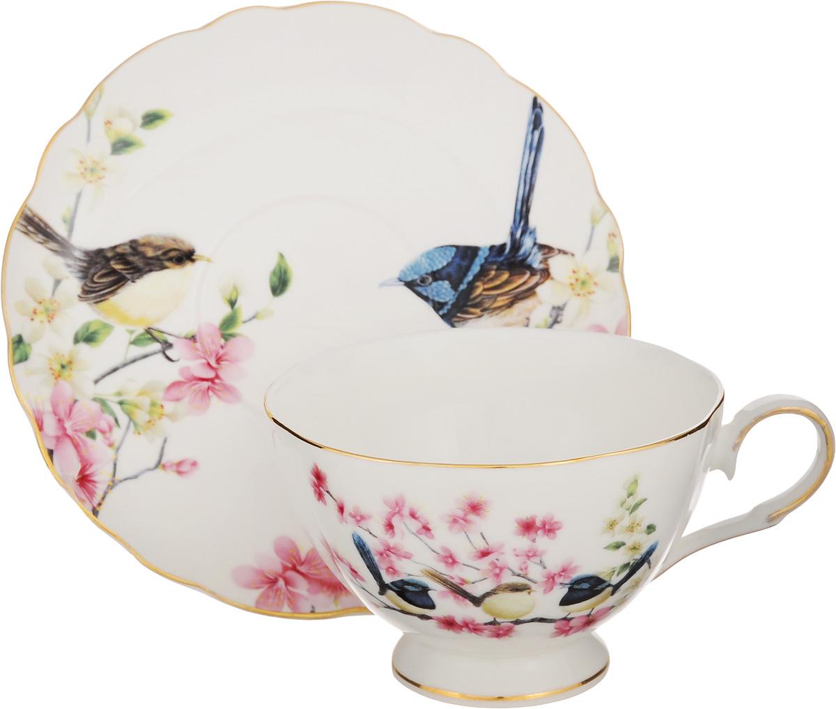 """Чайная пара Elan Gallery """"Райские птички"""" состоит  из чашки и блюдца, изготовленных из керамики  высшего качества, отличающегося необыкновенной  прочностью и небольшим весом. Яркий дизайн,  несомненно, придется вам по  вкусу. Чайная пара Elan Gallery """"Райские птички"""" украсит  ваш кухонный стол, а также станет замечательным  подарком к любому празднику.  Не рекомендуется применять абразивные моющие  средства. Не использовать в  микроволновой печи. Объем чашки: 200 мл. Диаметр чашки (по верхнему краю): 10 см. Высота чашки: 7 см. Диаметр блюдца (по верхнему краю): 15 см. Высота блюдца: 2 см."""