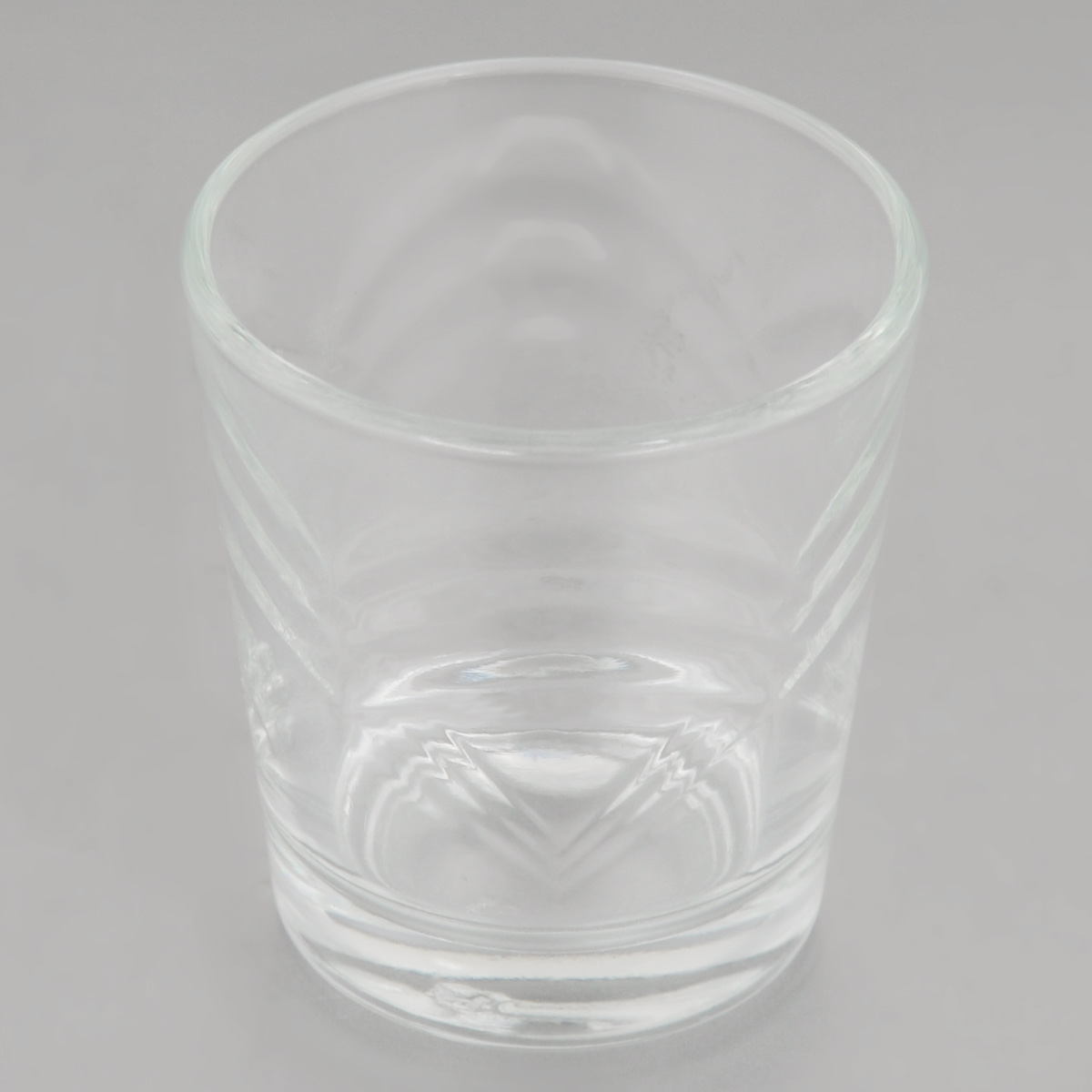 """Стопка OSZ """"Сидней"""" изготовлена из прозрачного стекла и идеально подходит  для крепких спиртных напитков. Такая стопка станет отличным дополнением сервировки стола.  Диаметр стопки (по верхнему краю): 5 см.  Высота стопки: 6 см."""