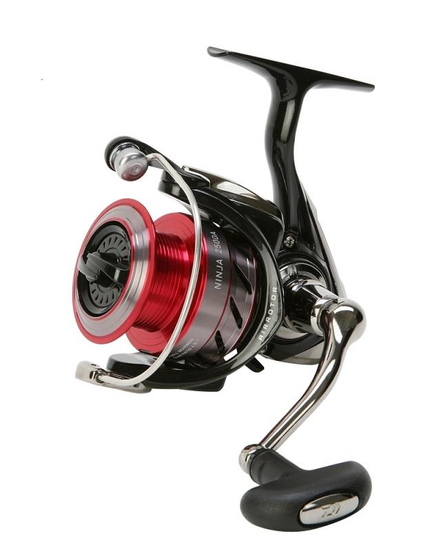 Катушка безынерционная Daiwa Ninja 4000A, цвет: черный, красный катушка безынерционная onlitop аv40 цвет серый 3 подшипника