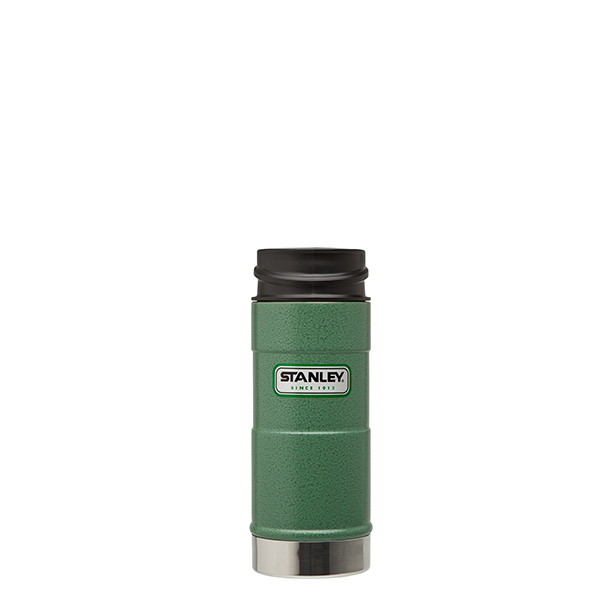 Термокружка Stanley Classic, цвет: зеленый, 0,35 л10-01569-005Термокружка Stanley Classic выполнена из высококачественной нержавеющей стали. Кружка идеально подходит как для горячих, так и для холодных напитков, надолго сохраняя их температуру. Герметичная крышка выполнена из пластика и оснащена кнопкой-фиксатором слива, что предотвращает проливание. Также имеется отверстие для питья. Вакуумная изоляция сохраняет напитки горячими на протяжении 4,5 часов, холодными - около 5.Диаметр термокружки по верхнему краю: 7 см.Диаметр дна термокружки: 7,4 см.Высота термокружки (с учетом крышки): 20 см.