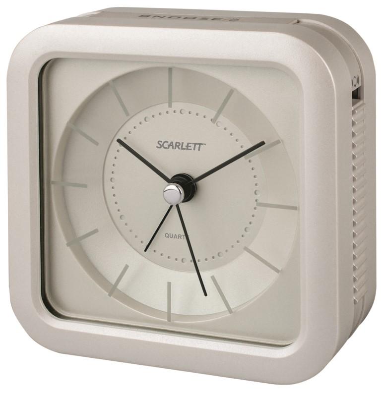 Будильник Scarlett, с подсветкой, цвет: белый, 9,4 х 9,4 смSC - AC1006WБудильник Scarlett с надежным кварцевым механизмом - это не только функциональное устройство, но и оригинальный элемент декора, который великолепно впишется в интерьер вашего дома. Он снабжен четырьмя стрелками: часовой, минутной, секундной и стрелкой завода. Циферблат оформлен в классическом стиле. Подсветка циферблата позволяет пользоваться будильником и в ночное время.Сигнал будильника электронный с функцией повтора сигнала, работает до его отключения. Отличительной особенностью этого будильника является то, что он обладает плавным, бесшумным ходом. Будильник работает от 1 батарейки типа АА напряжением 1,5 В (батарейка в комплект не входит). Будильник Scarlett - это надежность, качество и изящность стиля во все времена.
