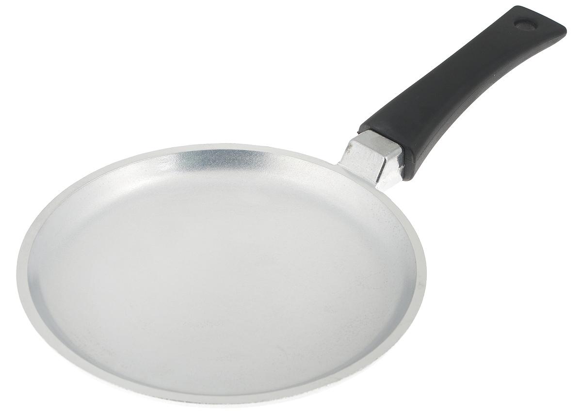 Сковорода блинная Биол Блеск. Диаметр 20 см2008ББлинная сковорода Биол Блеск выполнена из литого алюминия с ровным утолщенным дном. Изделие оснащено удобной пластиковой ручкой. Посуда равномерно распределяет тепло и обладает высокой устойчивостью к деформации, легкая и практичная в эксплуатации. Подходит для использования на электрических, газовых и стеклокерамических плитах. Не подходит для индукционных плит. Можно мыть в посудомоечной машине.Диаметр сковороды (по верхнему краю): 20 см. Высота стенки: 2 см. Длина ручки: 14,5 см.