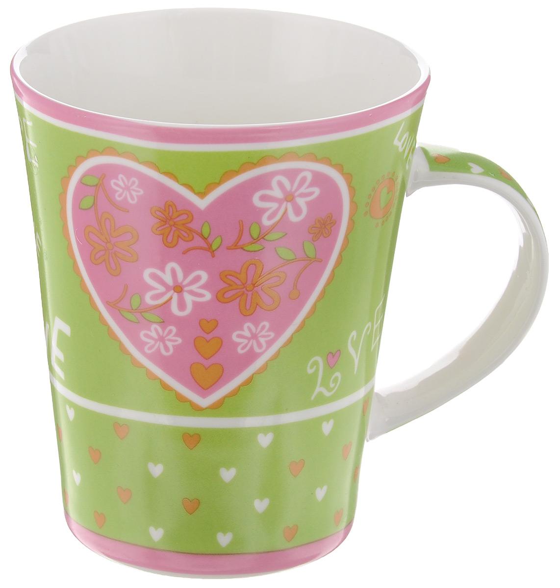 Кружка Loraine Love, цвет: зеленый, розовый, 400 мл22119_зеленый, розовыйОригинальная кружка Loraine Love выполнена из высококачественного фарфора и украшена изображением сердечек и надписями. Изделие оснащено эргономичной ручкой. Кружка Loraine Love сочетает в себе яркий дизайн и функциональность. Она согреет вас долгими холодными вечерами.Диаметр кружки (по верхнему краю): 9 см.Высота кружки: 11 см. Объем: 400 мл.