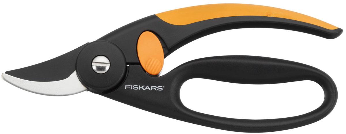 Секатор Fiskars Quality плоскостной, 20 см111440Плоскостной секатор Fiskars Quality идеально подходит для обрезки молодых зеленых деревьев и кустов. Изогнутые лезвия соединяются друг с другом так же, как лезвия ножниц. Процесс срезания точный и уменьшает давление, которое может повредить дерево.Особенности плоскостного секатора Fiskars Quality: снижает давление на руку, амортизирует отдачу на руку и пальцы при резкеподходит для свежей древесины, для обрезки веток до 16 мм в диаметрепозволяет резать вплотную к стволубезопасный захватэргономичный дизайннескользящая рукояткасвободная петля для четырех пальцевтефлоновое покрытие лезвийблокирующий механизм. Характеристики: Общая длина секатора: 20 см. Длина лезвия: 5,5 см. Материал: нержавеющая сталь, полиамид. Производитель: Финляндия. Артикул: 111440.Компания Fiskars была основана в 1649 году в маленькой финской деревушке Фискарс. Сегодня Fiskars является мировым лидером по производству ножниц, режущего и садового инструмента, и других товаров.