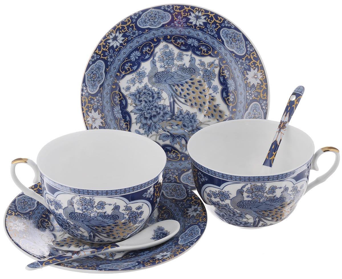 Набор чайных пар Elan Gallery Павлин синий, с ложками, 6 предметов180796Набор чайных пар Elan Gallery Калейдоскоп состоит из 2 чашек, 2 блюдец и 2 ложек, изготовленных из высококачественной керамики. Предметы набора оформлены красочным рисунком.Набор чайных пар Elan Gallery Павлин синий украсит ваш кухонный стол, а также станет замечательным подарком друзьям и близким. Объем чашек: 250 мл. Диаметр чашек по верхнему краю: 9,5 см. Высота чашек: 6 см. Диаметр блюдец: 15,5 см. Длина ложек: 12,5 см.