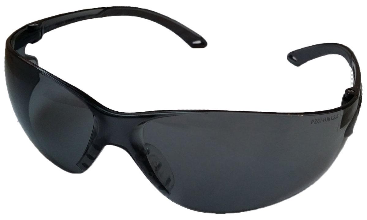 Очки стрелковые Stalker защитные, черные. ST-23BST-23ВОчки с черными ударопрочными поликарбонатными линзами светопрпускаемостью 23%. Обеспечивают защиту глаз спереди и сбоку от частиц, летящих со скоростью 400 м/с. Обрезиненные дужки. На линзы нанесена защита от царапин. Характеристики очков:- УФ-защита- Светопропускаемость 23%- Класс оптики 1- Обрезиненные дужки- Ударопрочные- Защита от царапинДанные защитные очки были произведены в соответствии со стандартами ANSI Z87.1 и CE EN166. Их линзы изготовлены из ударопрочного поликарбоната с использованием покрытия, защищающего от царапин, но очки не являются небьющимися и обеспечивают ограниченную защиту. При выполнении опасных работ, при которых на очки возможно воздействие предметов большой массы/на высокой скорости, например, осколков при использовании шлифовального диска, рекомендуется использовать предохранительные очки, защитные щитки и/или защитное ограждение механизмов. Проконсультируйтесь со своим руководителем или специалистом по безопасности, чтобы решить, какой тип защиты требуется для ваших рабочих условий. Защитные очки необходимо регулярно проверять. Царапины, впадины и трещины на линзах ограничивают видимость и уменьшают ударопрочность; такие линзы необходимо срочно заменить. Прозрачные и затемненные линзы обеспечивают защиту от 99% вредного УФ-излучения. Затемненные линзы обеспечивают защиту от солнечных лучей, но они не должны использоваться при сварочных, паяльных и резательных работах, а также других операциях, при которых возникает интенсивное инфракрасное излучение. Данные очки можно дезинфицировать при помощи бактерицидного УФ-облучения или путем обработки при температуре 100 С в течении 1 часа. Очки готовы к использованию. Данные очки не обеспечивают защиту от расплавленного металла, брызг химических веществ или лазерных лучей. Линзы разрешается мыть только водой. Аккуратно вытирайте линзы мягкой хлопчатой тканью или тряпкой из микрофибры. Не используйте абразивных чистящих средств, растворителей