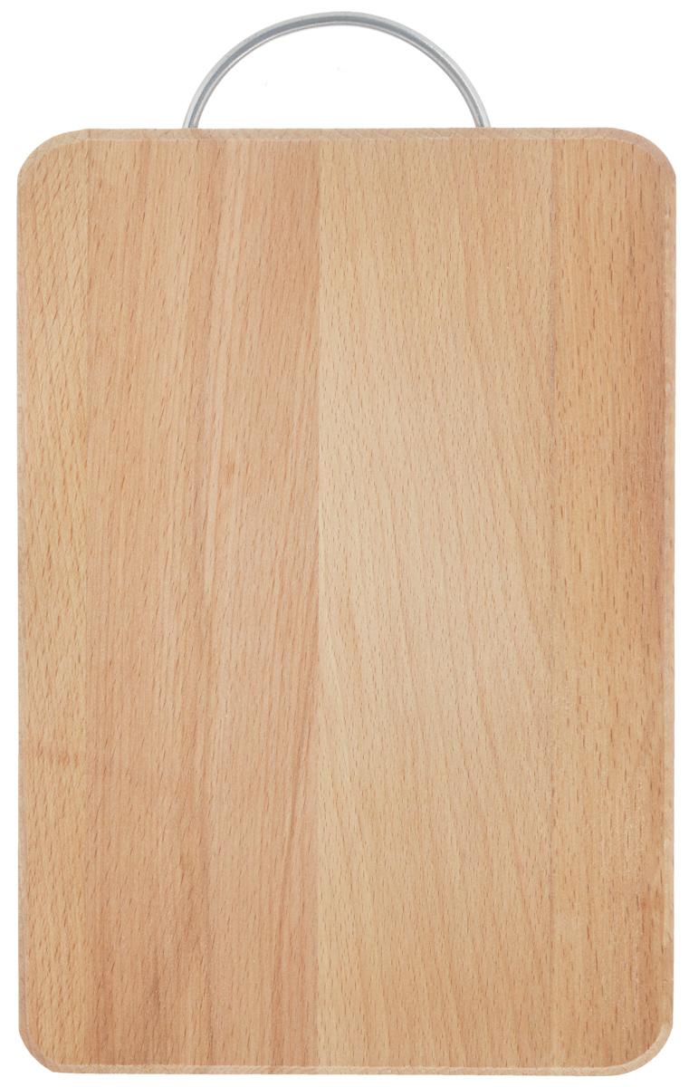Доска разделочная Хозяюшка, с ручкой, 30 х 20 см01-5Разделочная доска Хозяюшка изготовлена из бука. Бук наряду с дубом и тиком относится к ценным твердолиственным породам элитной группы категории А, класса люкс. По структуре древесины бук считается менее рыхлым, чем дуб, и более гибким, чем тик, при этом не уступает по прочности этим двум породам, а по красоте даже превосходит их.Бук отличают, прежде всего, уникальная текстура и естественный белый с желтовато-красным оттенком, со временем переходящим в розовато-коричневый, цвет древесины. Бук прекрасно поддается шлифовке и полировке.Бук боится влаги, но, как в случае со всеми без исключения досками из древесины, вопрос влагостойкости решается пропиткой дерева специальным минеральным или льняным маслом. Масло защищает доску от коробления, рассыхания и растрескивания. Именно поэтому все доски Хозяюшка обработаны льняным маслом и упакованы в пленку.Разделочная доска имеет прямоугольную форму, оснащена металлической ручкой.Нельзя мыть в посудомоечной машине. Для продления срока эксплуатации рекомендуется периодически смазывать доску растительным маслом.Длина доски (с ручкой): 33,5 см.