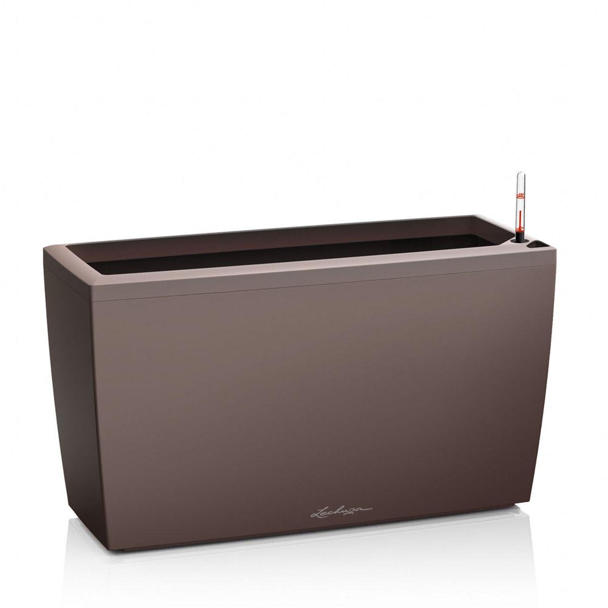 Кашпо Lechuza Cararo, с системой автополива, цвет: темно-коричневый, 75 х 30 х 43 см18827Кашпо Lechuza Cararo, выполненное из высококачественногопластика, имеет уникальную систему автополива, благодарякоторой корневая система растения непрерывно снабжаетсявлагой из резервуара. Уровень воды в резервуареконтролируется с помощью специального индикатора. Взависимости от размера кашпо и растения воды хватаетна 2-12 недель. Это способствует хорошему росту цветов ипредотвращает переувлажнение. Кашпо Lechuza Cararo прекрасно впишется в интерьербольших холлов, террас ресторанов и уютных гостиных.Изделие поможет расставить нужные акценты и придастпомещению вид, соответствующий вашим представлениям.В комплекте поставляется 2 ролика, благодаря которымизделие становится мобильным в любом направлении. Кашпо Lechuza Cararo идеально подойдет для посадкивысоких растений с густыми листьями.
