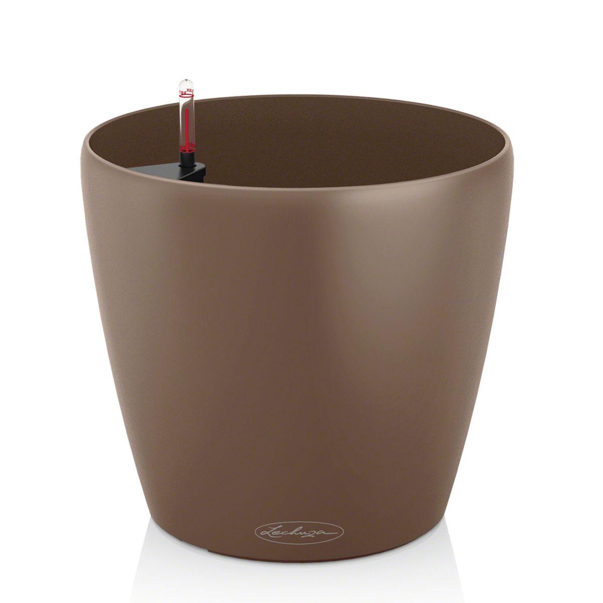 """Кашпо Lechuza """"Color Classico"""", изготовленное из  высококачественного пластика, идеальное решение для тех,  кто регулярно забывает поливать комнатные растения.  Стильный дизайн позволит украсить растениями дом, офис,  кафе или любое другое помещение.  Кашпо Lechuza """"Color Classico"""" с системой автополива  упростит уход за вашими цветами и поможет растениям  получать то количество влаги, которое им необходимо в  данный момент времени.   В набор входит: кашпо, индикатор уровня воды, субстрат  растений в качестве дренажного слоя.   Кашпо Lechuza """"Color Classico"""" прекрасно впишется в  интерьер террас, ресторанов и уютных гостиных.  Изделие поможет расставить нужные акценты, а также  придаст помещению вид, соответствующий вашим  представлениям.     В комплекте поставляется подставка на колесиках, благодаря  которой изделие становится мобильным в любом  направлении."""