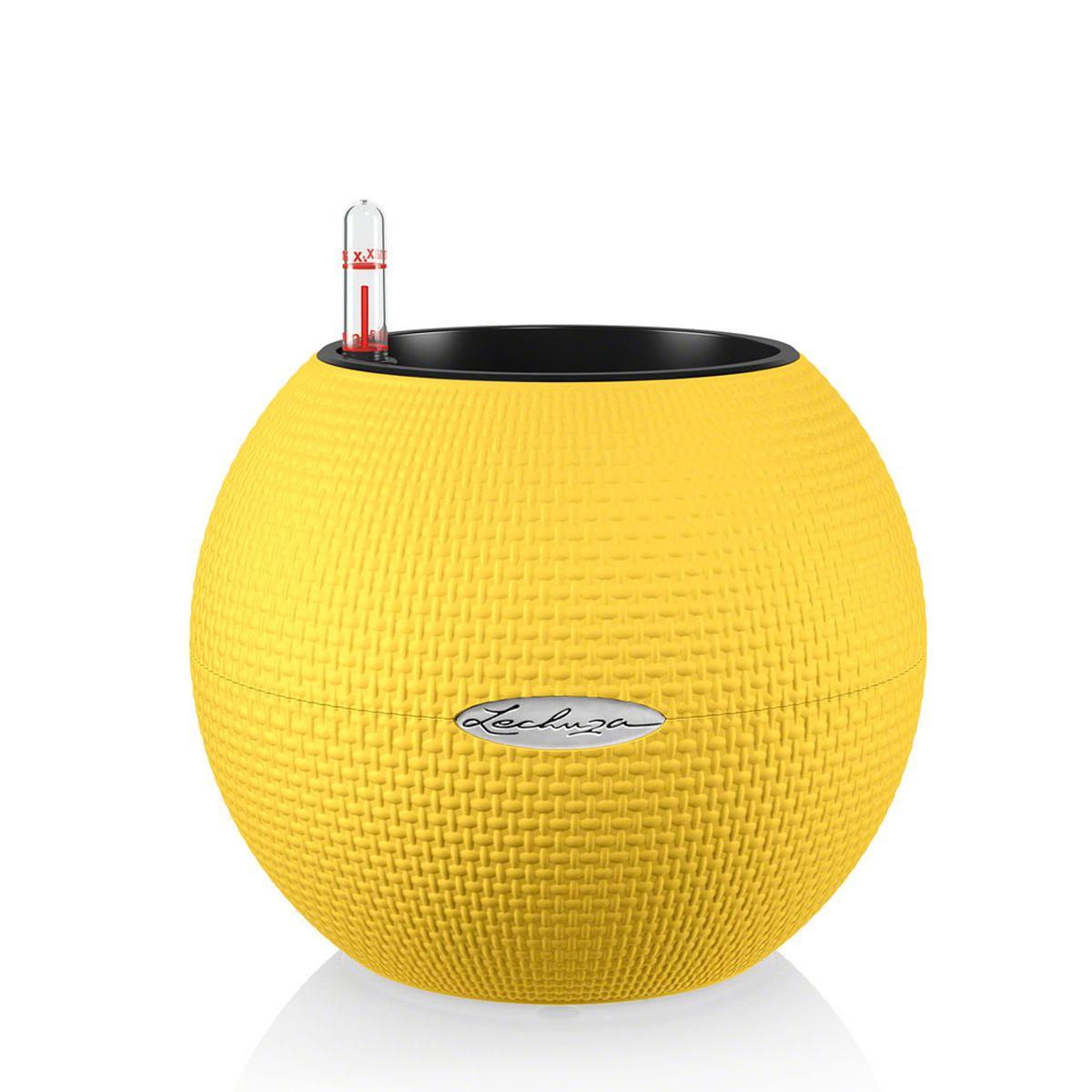 Кашпо Lechuza Color Puro, с системой автополива, цвет: желтый, диаметр 20 см13367Круглое кашпо Lechuza Color Puro, выполненное из высококачественного пластика, имеет уникальную систему автополива, благодаря которой корневая система растения непрерывно снабжается влагой из резервуара. Уровень воды в резервуаре контролируется с помощью специального индикатора. В зависимости от размера кашпо и растения воды хватает на 2-12 недель. Это способствует хорошему росту цветов и предотвращает переувлажнение.В набор входит: кашпо, внутренний горшок, индикатор уровня воды, резервуар для воды. Внутренний горшок, оснащенный выдвижными ручками, обеспечивает:- легкую переноску даже высоких растений;- легкую смену растений;- можно также просто убрать растения на зиму;- винт в днище позволяет стечь излишней дождевой воде наружу.Кашпо Lechuza Color Puro прекрасно впишется в интерьер больших холлов, террас ресторанов и уютных гостиных. Изделие поможет расставить нужные акценты и придаст помещению вид, соответствующий вашим представлениям.