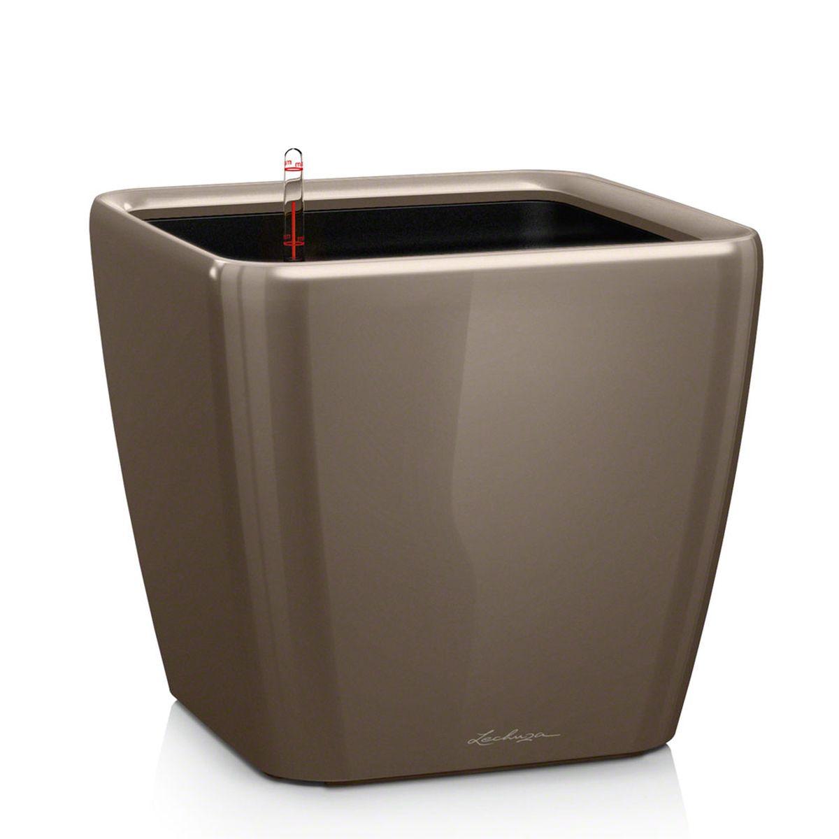 Кашпо Lechuza Quadro, с системой автополива, цвет: серо-коричневый, 43 х 43 х 40 см16185Кашпо Lechuza Quadro, выполненное из высококачественного пластика, имеет уникальную систему автополива, благодаря которой корневая система растения непрерывно снабжается влагой из резервуара. Уровень воды в резервуаре контролируется с помощью специального индикатора. В зависимости от размера кашпо и растения воды хватает на 2-12 недель. Это способствует хорошему росту цветов и предотвращает переувлажнение.В набор входит: кашпо, внутренний горшок, индикатор уровня воды, вал подачи воды, субстрат растений в качестве дренажного слоя, резервуар для воды. Кашпо Lechuza Quadro прекрасно впишется в любой интерьер. Оно поможет расставить нужные акценты, а также придаст помещению вид, соответствующий вашим представлениям.
