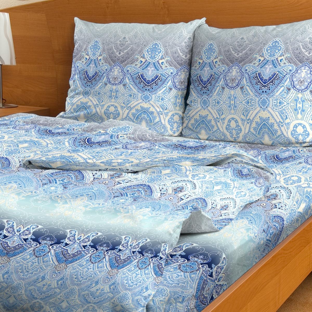 Комплект белья Letto, 1,5-сп, наволочки 70x70, цвет: голубойB98-3Серия Letto Традиция выполнена из классической российской бязи, привычной для большинства российских покупательниц. Ткань плотная (125гр/м), используются современные устойчивые красители. Традиционная российская бязь выгодно отличается от импортных аналогов по цене, при том, что сама ткань и толще, меньше сминается и служит намного дольше. Рекомендуется перед первым использованием постирать, но не пересушивать. Применение кондиционера при стирке сделает такое постельное белье мягче и комфортней. Пододеяльник на молнии. Обращаем внимание, что расцветка наволочек может отличаться от представленной на фото.