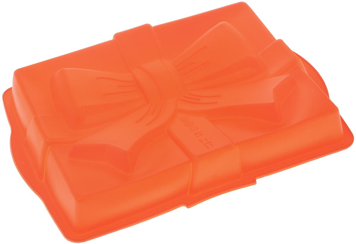 Форма для выпечки Mayer & Boch Сюрприз, силиконовая, цвет: оранжевый, 31 х 23 х 6 см21981_оранжевыйФорма для выпечки Mayer & Boch Сюрприз изготовлена из высококачественного силикона. Дно изделия декорировано фигуркой в виде бантика. Стенки формы легко гнутся, что позволяет легко достать готовую выпечку и сохранить аккуратный внешний вид блюда.Силикон - материал, который выдерживает температуру от -40°С до +230°С. Изделия из силикона очень удобны виспользовании: пища в них не пригорает и не прилипает к стенкам, форма легко моется. Приготовленное блюдоможно очень просто вытащить, просто перевернув форму, при этом внешний вид блюда не нарушится. Изделиеобладает эластичными свойствами: складывается без изломов, восстанавливает свою первоначальную форму.Порадуйте своих родных и близких любимой выпечкой в необычном исполнении. Подходит для приготовления в микроволновой печи и духовом шкафу при нагревании до +230°С; длязамораживания до -40°.Внутренний размер формы: 29 х 23 х 5 см.