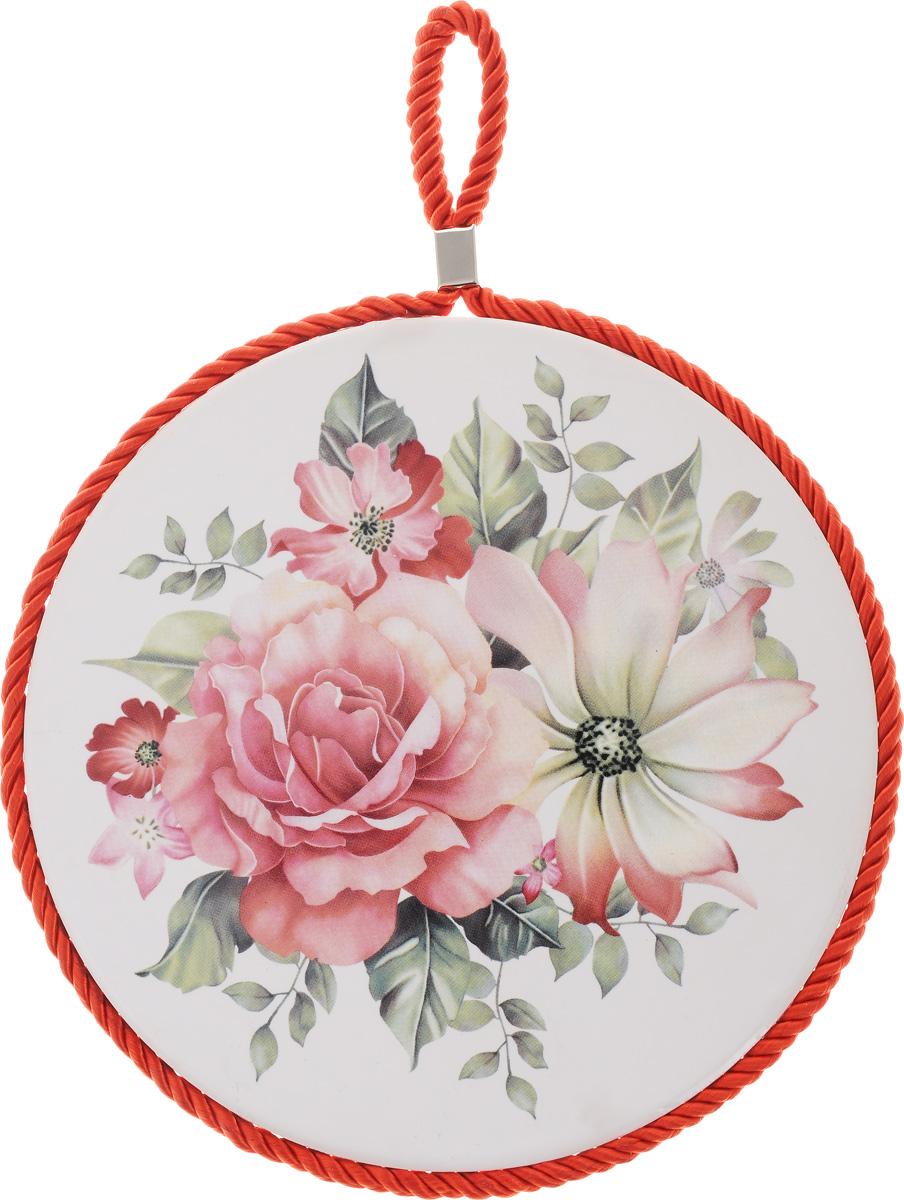 Подставка под горячее Loraine Цветок, диаметр 17 см24552Круглая подставка под горячее Loraine Цветок выполнена из высококачественной керамики. Изделие, декорированное красочным изображением, идеально впишется в интерьер современной кухни. Специальное пробковое основание подставки защитит вашу мебель от царапин. Подставка оснащена цветным шнурком с петелькой для подвешивания. Изделие не боится высоких температур и легко чиститься от пятен и жира. Каждая хозяйка знает, что подставка под горячее - это незаменимый и очень полезный аксессуар на каждой кухне. Ваш стол будет не только украшен оригинальной подставкой с красивым рисунком, но и сбережен от воздействия высоких температур ваших кулинарных шедевров. Диаметр подставки: 17 см.Высота подставки: 1 см.