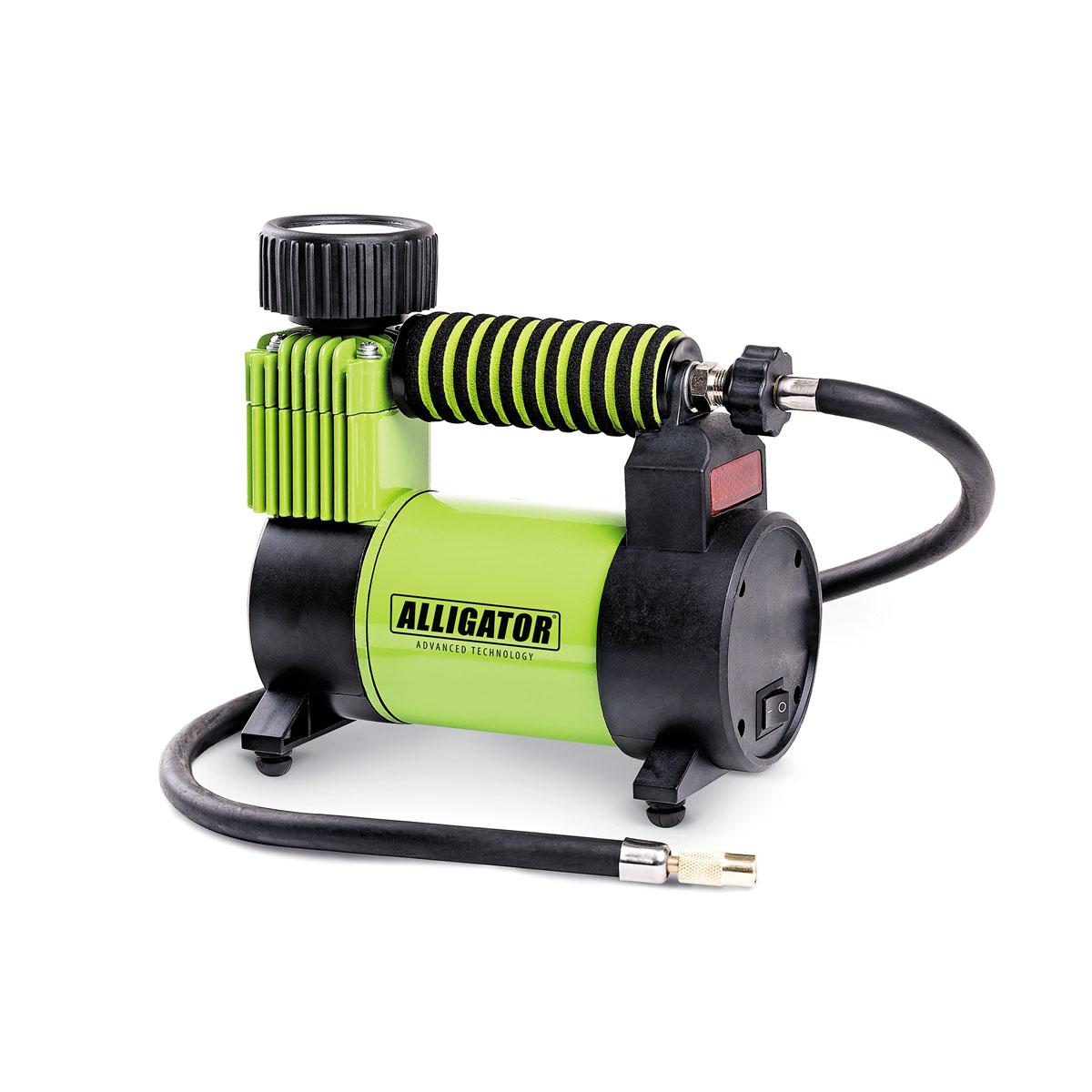 Компрессор автомобильный ALLIGATOR AL-350Z, 12В, 120 ВтAL-350ZАвтомобильный компрессор Автопрофи Аллигатор выполнен из высококачественного металла. Он оснащен спонжевой мягкой ручкой, обеспечивающей надежный и удобный хват. В комплекте переходники для накачки надувных изделий. Питание осуществляется от бортовой сети 12В. Компрессор может непрерывно работать в течение 20 минут. В комплекте сумка для удобной переноски и хранения.Напряжение: 12В.Мощность: 120 Вт.Производительность: 30 л/мин.Максимальное давление 10 АТМ.Длина кабеля питания: 3 м.Длина шланга: 70 см.Время непрерывной работы: 20 минут.Диаметр поршня: 30 мм. Рабочая температура: от -20°С до +50°С. Максимальный ток: 14 А.