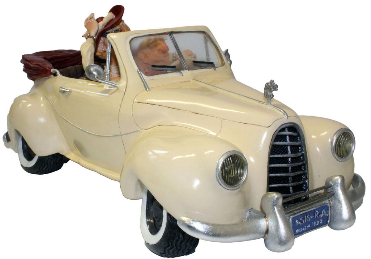 Статуэтка Gillermo Forchino КабриолетFO85004Огромное состояние, которое сколотил аргентинский миллионер Марсело Кастаньо на продаже зубочисток, позволило ему купить шесть загородных вилл, два телеканала, триста тысяч акров земли, девяностометровую яхту, коллекцию из двадцати двух автомобилей и этот сказочный кабриолет выпуска 1952г. Он говорит, что деньги его не интересуют вовсе.Для этого короля зубочисток самым важным в жизни было найти настоящую Любовь - вот что было главной мечтой Марсело Кастаньо! И эта мечта воплотилась для него в его обожаемой жене, с которой он, после роскошной церемонии бракосочетания в Лас-Вегасе, разделил свою жизнь на целых два дня!!!