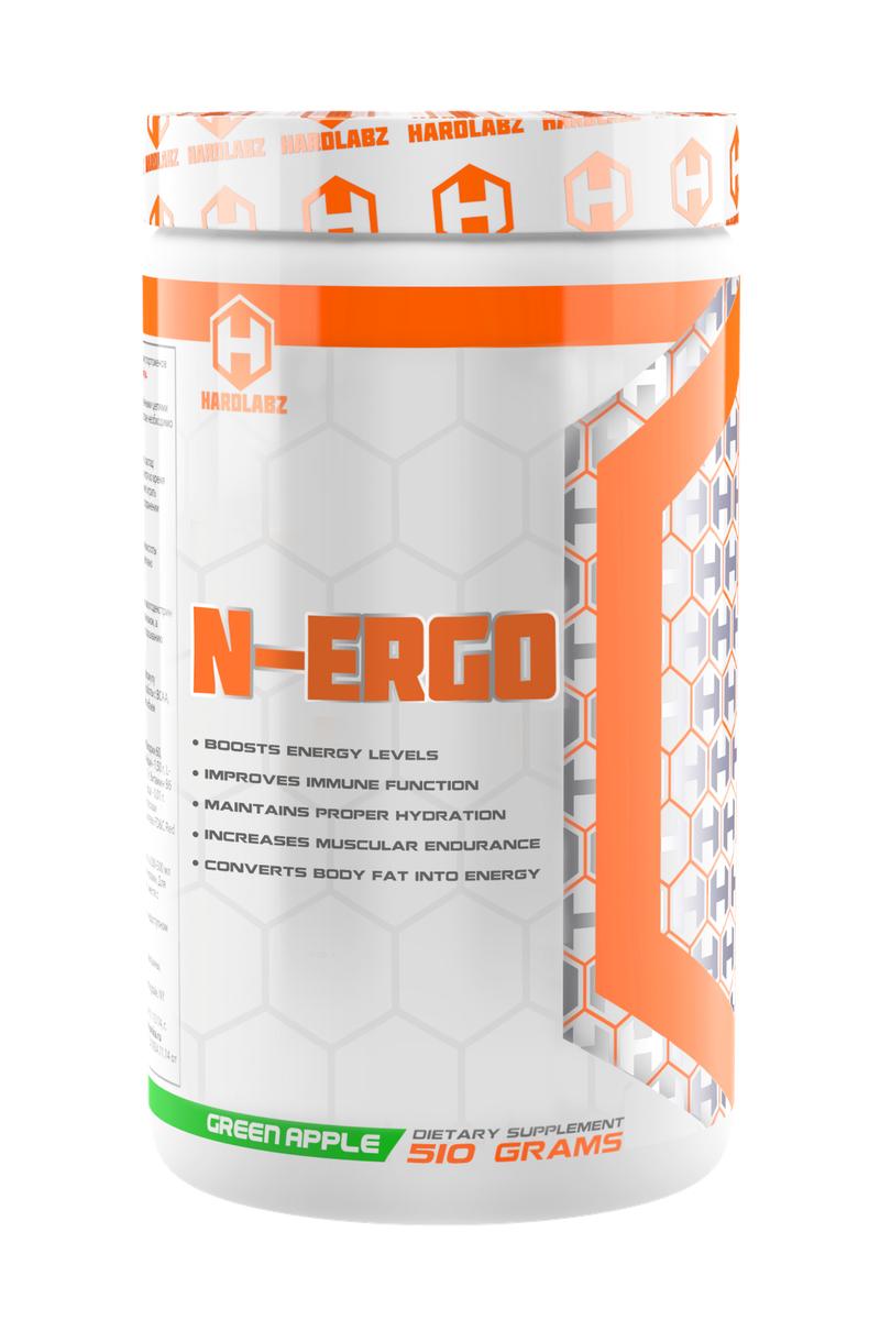 Изотоник Hardlabz N-Ergo, яблоко, 510 г0097Hardlabz N-Ergo – это спортивный изотонический напиток, который помогает восстанавливаться организму после длительных физических нагрузок, таких как бег, плавание, езда на велосипеде и др.Hardlabz N-Ergo – изотонический напиток в порошковой форме с прекрасным вкусом для утоления жажды и поддержания работоспособности организма. Продукт препятствует обезвоживанию организма во время тренировок, восполняет потерю минеральных солей, витаминов и электролитов, является источником дополнительной энергии, ускоряет сжигание жира, повышает работоспособность и выносливость, устраняет физическую усталость, повышает иммунитет, улучшает общее состояние организма и ускоряет восстановление.В состав продукта, как и в другой любой изотоник, входят углеводы разной скорости усвоения, витамины и минералы. Отличительной особенностью N-Ergo являются, входящие в состав, L-Карнитин, L-Глутамин и L-Таурин. L-Карнитин повышает выносливость во время тренировок, способствует снижению избыточного веса, снижает утомляемость, улучшает работоспособность, ускоряет восстановление организма после тренировок, регулирует кровообращение и кислородный обмен, стимулирует ЦНС, сердечнососудистую и иммунную системы, усиливает белковый обмен, помогает использовать жировые отложения в качестве энергии. Глютамин - условно незаменимая аминокислота, входящая в состав белка и необходимая для эффективного роста мышц и поддержки иммунной системы. Глютамин в достаточно больших количествах циркулирует в крови и накапливается в мышцах и является самой распространенной аминокислотой организма, а мышечные клетки состоят из него на 60%. Но, не смотря на это, всем без исключения атлетам рекомендуется дополнительный прием глютамина. Ваши мышцы восстановятся быстрее, благодаря чему можно тренироваться чаще и интенсивней. Кроме того, глютамин помогает поддерживать иммунитет и вызывает подъем уровня гормона роста.Таурин - вторая самая распространенная аминокислота, найденная в скелетны
