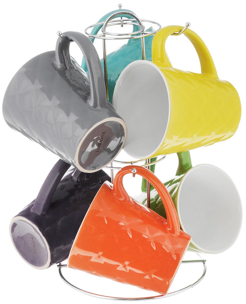 Набор кружек Loraine, 7 предметовVS-1248Набор Loraine состоит из 6 разноцветных кружек и подставки. Кружкивыполнены из высококачественной керамики и очень удобны в использовании.Для компактного хранения предусмотрена металлическая подставка. Такой наборстильно дополнит интерьер кухни, он станет отличным подарком к любомуслучаю.Можно использовать в микроволновой печи и мыть в посудомоечной машине. Объем кружки: 342 мл.Диаметр кружки (по верхнему краю): 9 см.Высота кружки: 10 см.Размер подставки: 15,5 х 15,5 х 27 см.