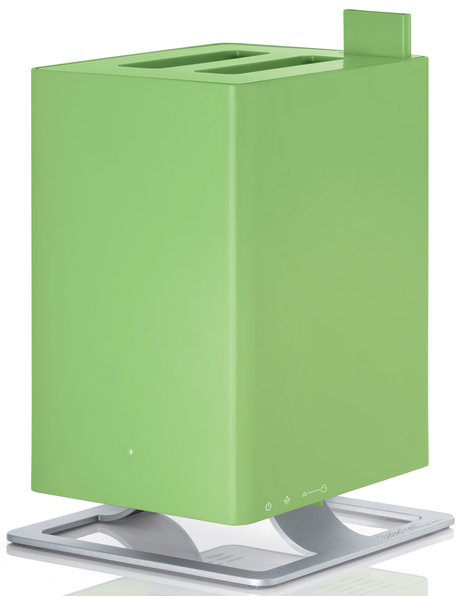 Stadler Form Anton, Lime увлажнитель воздуха0802322005455Stadler Form Anton - это уникальный ультразвуковой увлажнитель воздуха с функцией ароматизации. Его уникальность заключается в технологии ароматизации: благодаря специальной долговечной мембране ароматическое масло можно добавлять непосредственно в резервуар с водой, а не в отдельный отсек как у большинства увлажнителей. Таким образом, во время использования прибора, испаряется уже ароматизированная вода. Anton умеет создавать нужную атмосферу для любого случая!Комфортной совместной жизни с Stadler Form Anton-ом способствует также его компактность, благодаря которой вы без труда найдете ему место в интерьере вашего дома. Также несомненным преимуществом Anton-а является то, что он не будет усложнять вашу жизнь: эксплуатировать по прямому назначению его предельно просто. Механическое управление не заставит вас ломать голову и тратить время на рутинное чтение инструкций. Оптимальный размер бака для воды - 2,5 л, при этом в случае отсутствия воды прибор автоматически выключится. Также Anton не побеспокоит ваш сон ночью, на это время предусмотрен специальный режим, при использовании которого приглушается голубая фирменная подсветка.Оборудованный бактерицидным картриджем Ionic Silver Cube, этот увлажнитель делает воздух в помещении не только оптимально влажным, но и гарантирует безопасность испаряемой воды для здоровья. Это достигается путем непосредственного соприкосновения картриджа с водой, который тем самым распространяет ионы серебра, известные своим антибактерицидным эффектом. Как результат, даже если вы не пользуетесь увлажнителем ежедневно, вода в нем остается свежей и обеззараженной. Сделайте ваш дом местом, где вы будете отдыхать телом и духом и наслаждаться самыми счастливыми моментами жизни с вашей семьей.