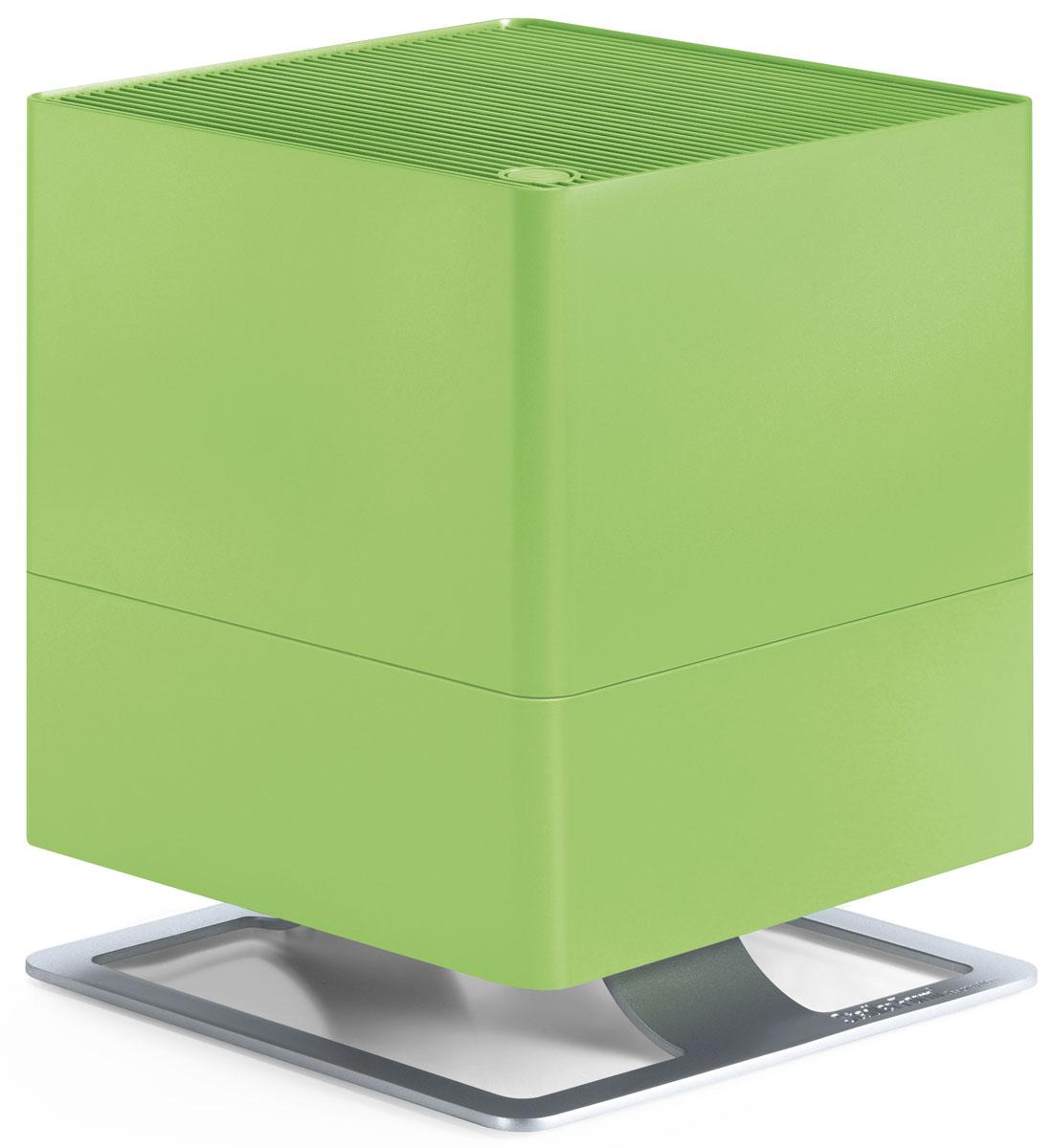 Stadler Form Oskar, Lime увлажнитель воздуха0802322005578Поддержание оптимального уровня влажности - актуальная необходимость для помещений, где работают кондиционеры, отопительные приборы, для оранжерей и медицинских учреждений. Stadler Form Oskar - это идеальный выбор, ведь в таких помещениях очень важно сбалансированное сочетание высокой производительности и умеренного энергопотребления. Соблюдение этого баланса - главное достоинство увлажнителя Oskar: при производительности около 300 мл/час, его энергопотребление составляет всего 18 Вт. Это соответствует его работе на максимальной мощности, что позволяет за короткий срок значительно повысить уровень влажности. Дальнейшая работа увлажнителя регулируется двумя параметрами. Во-первых, устанавливается желаемый процент влажности, по достижению которого прибор отключается по команде встроенного гигростата. Во-вторых, из четырех скоростей воздушного потока можно выбрать желаемую вручную, таким образом настроив интенсивность работы вентилятора.Принцип работы Stadler Form Oskar - естественное увлажнение, которое осуществляется испарением влаги с поверхности антибактериальных фильтров. Это позволяет, во-первых, не допустить образования белого налета, которым сопровождается работа ультразвукового увлажнителя. Во-вторых, наличие таких фильтров предотвращает развитие бактерий в резервуаре с водой и, соответственно, их дальнейшее попадание во вдыхаемый воздух.Долив воды можно осуществлять во время работы прибора, а контроль ее уровня осуществлять через специальное смотровое отверстие. Помимо этого, для удобства обслуживания, Oskar оснащен таймером, который вовремя напомнит о необходимости сменить фильтр. Теперь у вас будет на одну заботу меньше.Невысокий уровень шума, особенно в ночном режиме, делает работу прибора почти незаметной. В ночном режиме также приглушается подсветка, что позволяет эффективно использовать прибор и во время сна.Ну и для полноты технологического совершенства, Oskar, помимо основной функции увлажнения,