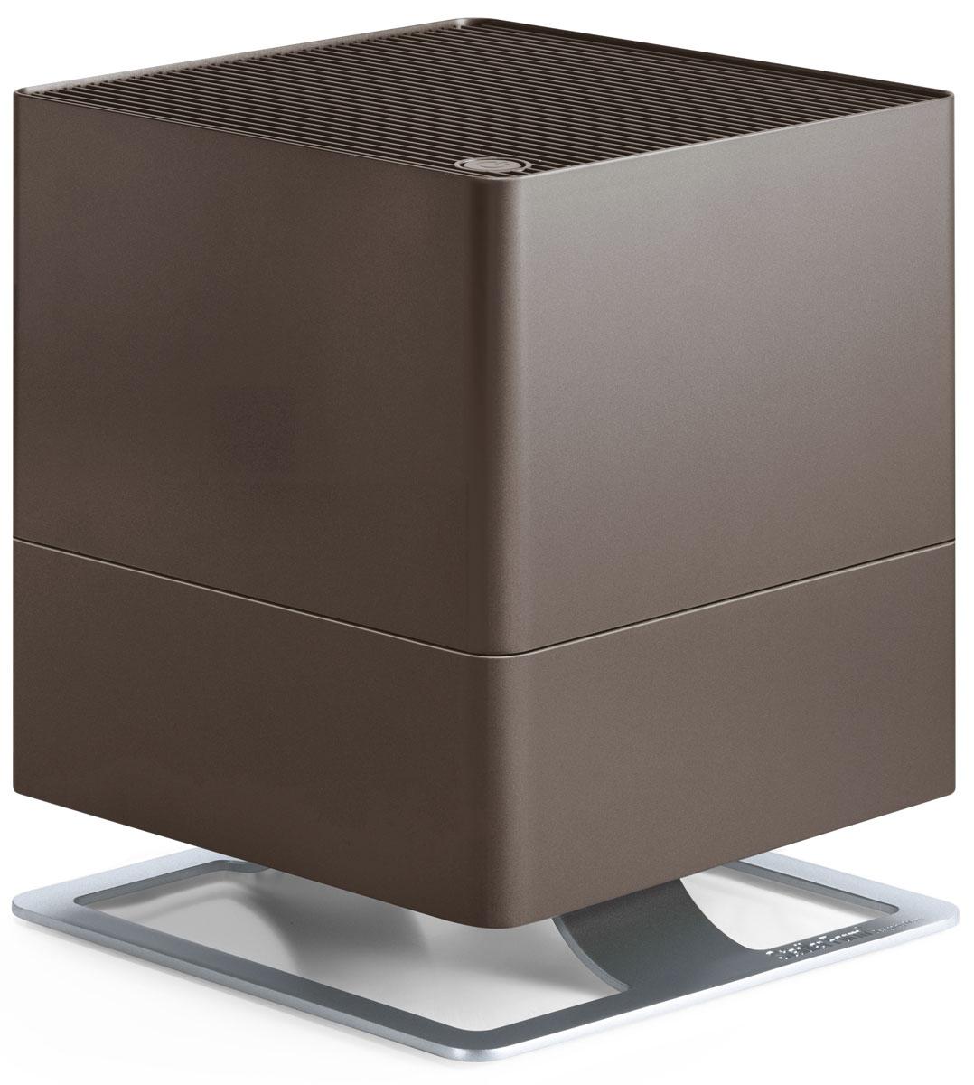 Stadler Form Oskar, Bronze увлажнитель воздуха0802322005561Поддержание оптимального уровня влажности – актуальная необходимость для помещений, где работаюткондиционеры, отопительные приборы, для оранжерей и медицинских учреждений. Stadler Form Oskar – это идеальный выбор,ведь в таких помещениях очень важно сбалансированное сочетание высокой производительности и умеренногоэнергопотребления. Соблюдение этого баланса – главное достоинство увлажнителя Oskar: припроизводительности около 300 мл/час, его энергопотребление составляет всего 18 Вт. Это соответствует егоработе на максимальной мощности, что позволяет за короткий срок значительно повысить уровень влажности.Дальнейшая работа увлажнителя регулируется двумя параметрами. Во-первых, устанавливается желаемыйпроцент влажности, по достижению которого прибор отключается по команде встроенного гигростата. Во-вторых,из четырех скоростей воздушного потока можно выбрать желаемую вручную, таким образом настроивинтенсивность работы вентилятора.Принцип работы Stadler Form Oskar – естественное увлажнение, которое осуществляется испарением влаги с поверхностиантибактериальных фильтров. Это позволяет, во-первых, не допустить образования белого налета, которымсопровождается работа ультразвукового увлажнителя. Во-вторых, наличие таких фильтров предотвращаетразвитие бактерий в резервуаре с водой и, соответственно, их дальнейшее попадание во вдыхаемый воздух.Долив воды можно осуществлять во время работы прибора, а контроль ее уровня осуществлять черезспециальное смотровое отверстие. Помимо этого, для удобства обслуживания, Oskar оснащен таймером, которыйвовремя напомнит о необходимости сменить фильтр. Теперь у вас будет на одну заботу меньше.Невысокий уровень шума, особенно в ночном режиме, делает работу прибора почти незаметной. В ночном режиметакже приглушается подсветка, что позволяет эффективно использовать прибор и во время сна.Ну и для полноты технологического совершенства, Oskar, помимо основной функции увлажнения, параллельнос
