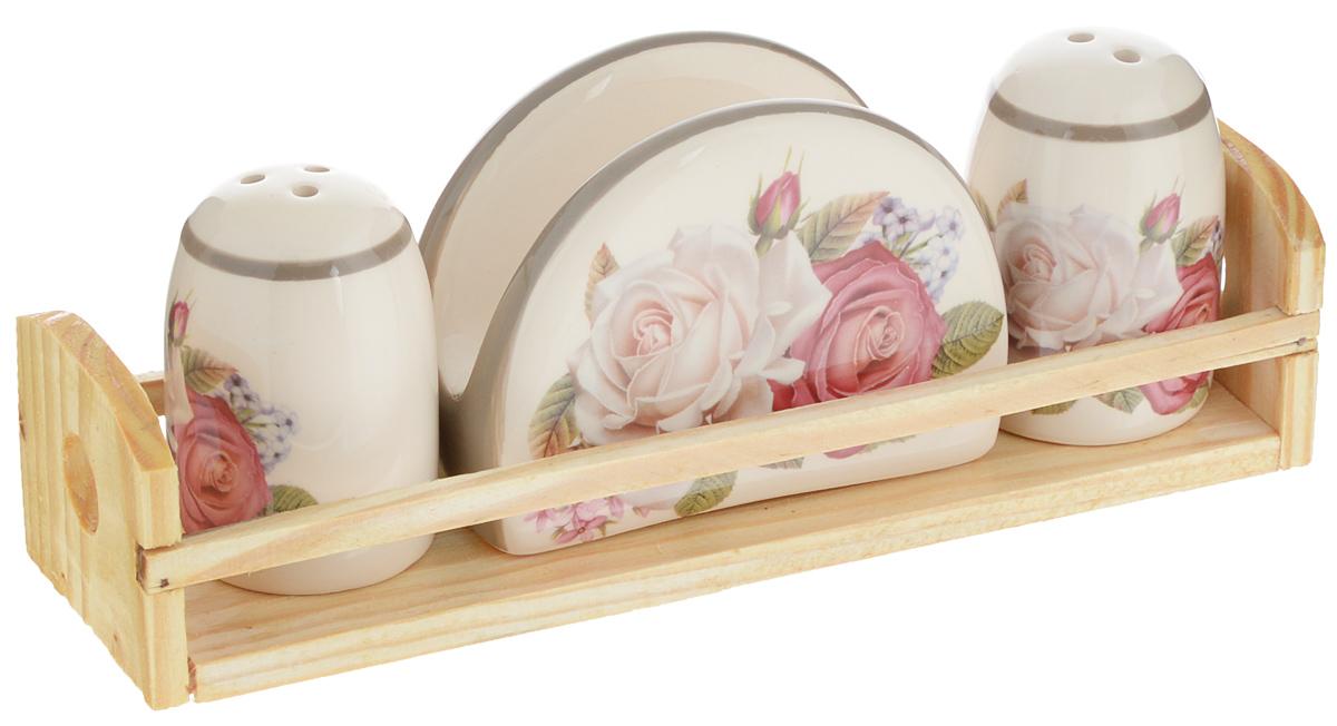 Набор для специй Loraine Розы, 4 предмета. 2169221692Набор для специй Loraine Розы состоит из солонки, перечницы, салфетницы и деревянной подставки. Предметы набора выполнены из доломита высокого качества и оформлены изображением цветов. Отверстия, в которые засыпаются специи, закрыты силиконовыми пробками. Благодаря своим небольшим размерам набор не займет много места на вашей кухне. Дизайн, эстетичность и функциональность набора Loraine Розы позволят ему стать достойным дополнением к кухонному инвентарю.Можно мыть в посудомоечной машине и использовать в микроволновой печи.Размер солонки/перечницы: 4,3 х 4,3 х 6,5 см. Размер салфетницы: 9,5х 4,3 х 7 см. Размер подставки: 21,5 х 6,2 х 5 см.