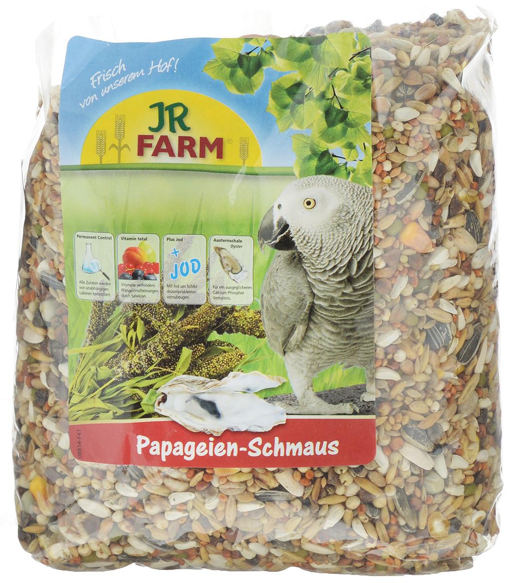 Корм для попугаев JR Farm Classic, 1 кг08400Корм JR Farm Classic - это полностью сбалансированный корм для попугаев. В состав добавлены раковины устриц для обеспечения кальций-фосфорного баланса, а также все необходимые витамины и микроэлементы. Все ингредиенты корма сбалансированы по содержанию витаминов и микроэлементов для поддержания отличного здоровья попугаев. Корм предназначен для всех африканских серых попугаев, амазонских попугаев, какаду, неразлучников и других попугаев. Рекомендации по кормлению: ежедневно насыпайте корм в количестве 5% от массы тела птицы. Состав: кардиган, сорго обыкновенное, полосатые семена подсолнечника, Манна просо, канареечное семя, Ла Плат просо, зерно, гречневая крупа, Мило, пшеница, рис Пэдди, плющеный овес, семя конопли, бобы, белые семена подсолнечника, овес неочищенный, горох, шиповник, раковины устрицы (2%), воздушная пшеница, тыквенные семена.Основной анализ: белки 13,8 %, жиры 13,3 %, клетчатка 5,9 %, зола 4,5 %, влажность 10,3 %, кальций 0,9 %, фосфор 0,5 %. Содержание витаминов на кг: витамин А 8000 МЕ, витамин D3 1000 МЕ, витамин E 25 мг, медь на 10 мг (II) сульфат, йод 0,4 мг. Без искусственных красителей и консервантов. Товар сертифицирован.