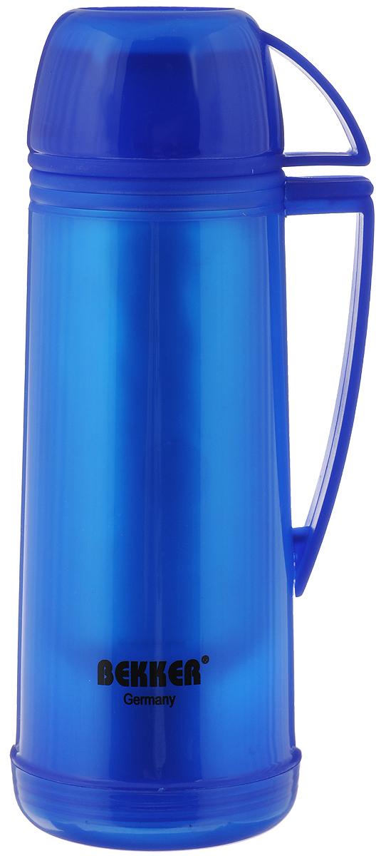 Термос Bekker Koch, цвет: синий, 500 млBK-4312_синийТермос Bekker Koch, изготовленный из высококачественного цветного пластика, является простым в использовании, экономичным и многофункциональным. Изделие оснащено стеклянной колбой, удобной ручкой и крышкой-чашкой. Термос предназначен для хранения горячих и холодных напитков (чая, кофе) и укомплектован откручивающейся крышкой без кнопки. Такая крышка надежна, проста в использовании и позволяет дольше сохранять тепло благодаря дополнительной теплоизоляции.Легкий и прочный термос Bekker Koch сохранит ваши напитки горячими или холодными надолго.Высота (с учетом крышки): 26 см.Диаметр горлышка: 3 см.Размер крышки-кружки: 10,5 х 8 х 5 см. Диаметр крышки-кружки: 8 см.