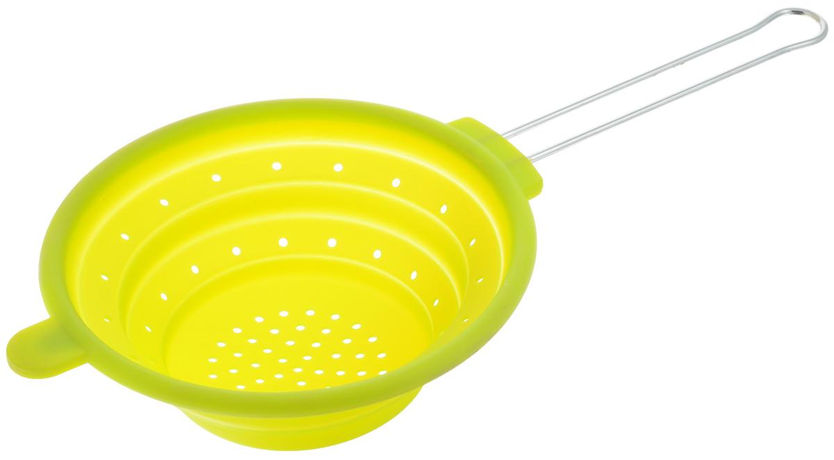 Дуршлаг Mayer & Boch, цвет: зеленый, диаметр 20 см4433-2Дуршлаг Mayer & Boch изготовлен из качественного пищевого силикона и оснащен металлической ручкой. Благодаря гибкости материала дуршлаг удобно складывается и занимает минимум места при хранении. В таком дуршлаге удобно промывать ягоды, фрукты, овощи, а также процеживать макароны.Дуршлаг является необходимым аксессуаром для каждой кухни. Он станет полезным и практичным приобретением.Диаметр дуршлага: 20 см.Длина (с учетом ручки): 40 см.Максимальная высота стенки: 7 см.Минимальная высота стенки: 1,5 см.