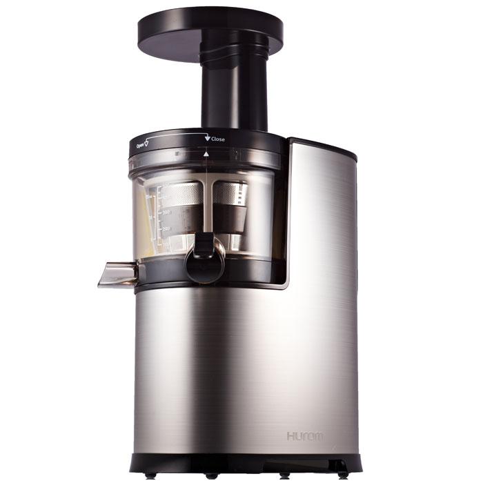 Hurom HU-700 (HН-SBE11), Silver соковыжималкаHH-SBE11 SilverHUROM - это необычная соковыжималка, она разработана по новым инновационным технологиям, позволяет наполнить вашу жизнь природными вкусами. Существуют различные способы приготовления сока. Самым естественным является способ медленного ручного отжима, такой сок полезен для здоровья человека, поскольку он сохраняется все полезные ферменты овощей и фруктов. Запатентованный Ультем Шнек отжимает плоды и овощи аккуратно и не разрушает естественные питательные вещества.HUROM - это новейшие технологические разработки системы медленного отжима. Это собственная технология HUROM для получения лучшего сока, с минимальными потерями питательных веществ, сохранением естественного аромата и полезных веществ из ингредиентов. HUROM аккуратно выжимает ингредиенты на низкой скорости, потерю полезных веществ можно свести к минимум. На выходе получается 100% свежевыжатый сок с насыщенным вкусом и ароматом. Всё это происходит в результате исключения теплового воздействия, трения и окисления.Южнокорейская компания HUROM является лидером среди шнековых соковыжималок, она более 40 лет занимается производством шнековых соковыжималок для здорового питания.Преимущества HUROM:Не разрушает структуру продукта, благодаря медленному процессу отжима; Сок сохраняет питательные свойства продукта;Сок сохраняет натуральный цвет, свежевыжатый сок не расслаивается;Сок из HUROM содержит в 6 раз больше витамина С;Сухой жмых;Соковыжималка HUROM бесшумная;На выходе получается в 2 раза больше сока;HUROM может выжимать сок из любых овощей и фруктов, зелени и орехов.Сок из HUROM помогает укрепить иммунитет, он заряжает организм необходимой энергией. Энзимы и фитохимикалии, входящие в состав сока из HUROM помогают понизить уровень холестерина, токсинов и кровяного давления. Пейте свежевыжатые соки из HUROM и вы почувствуете разницу.