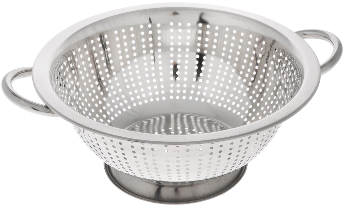 Дуршлаг Mayer & Boch, диаметр 26 см30207Дуршлаг Mayer & Boch изготовлен из высококачественной нержавеющей стали с зеркальной полировкой. Дуршлаг снабжен двумя ручками, а также круглой подставкой, что делает удобным его использование. Такой дуршлаг идеален для процеживания ягод, спагетти, салата, овощей и других продуктов.Дуршлаг Mayer & Boch станет незаменимым аксессуаром на вашей кухне и придется по душе любой хозяйке.Диаметр (по верхнему краю): 26 см.Диаметр основания: 14 см.Высота стенки: 11 см.