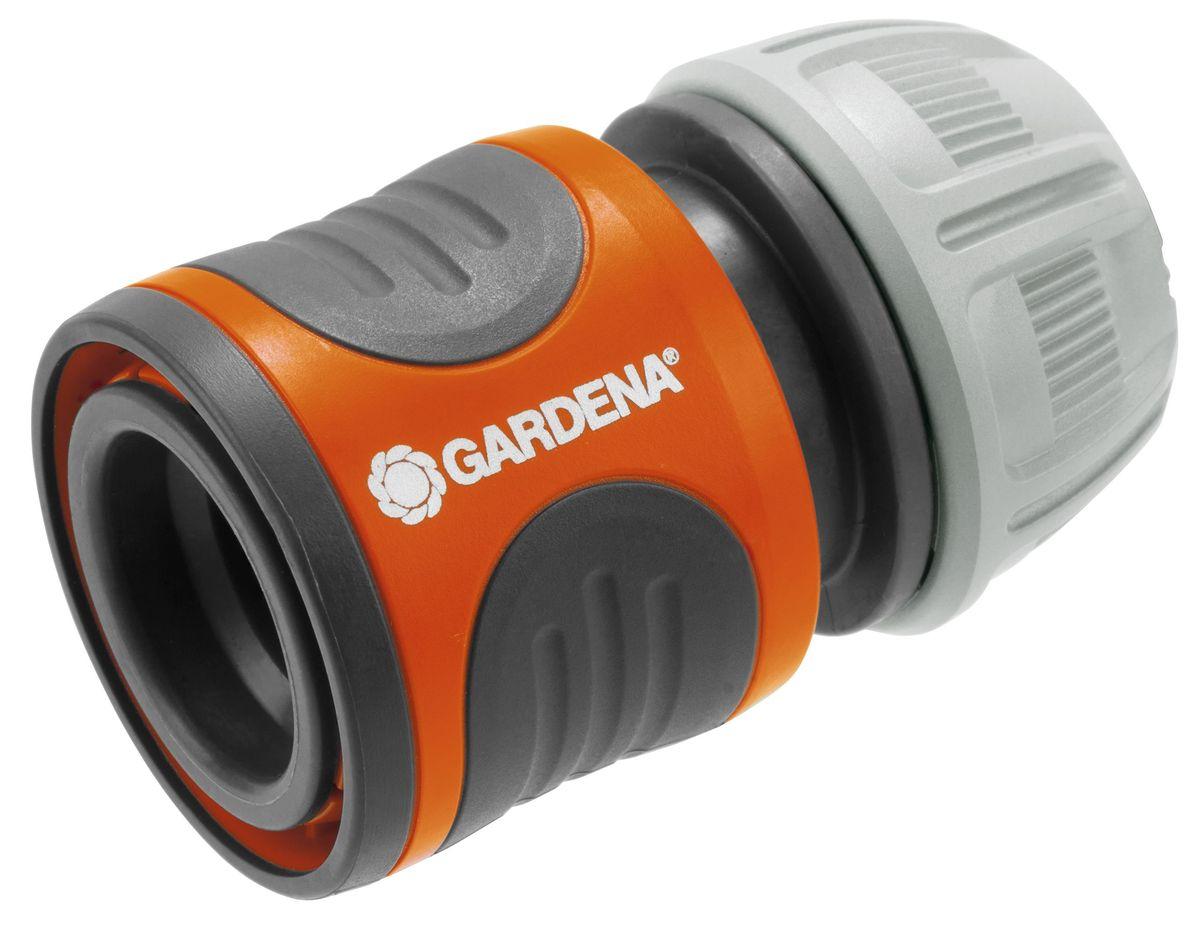 Коннектор стандартный Gardena, 1/218215-29.000.00Коннектор Gardena легко снимается, если его потянуть на себя. Поверхность из мягкого рифленого пластика позволяет удобно и крепко удерживать инструмент в руке. При присоединении насадки вода подается автоматически, при отсоединении поток воды перекрывается автоматически. Коннектор снабжен резиновым кольцом, обеспечивающим защиту от повреждений. Новая форма зажимной гайки позволяет прочно зафиксировать коннектор со шлангом. Коннектор предназначен для шлангов диаметром 13 мм (1/2).
