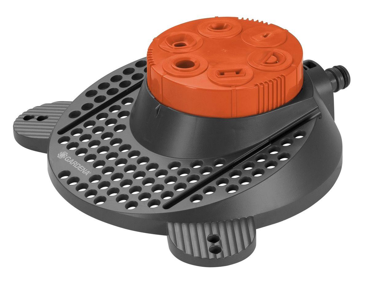 Дождеватель Gardena Boogie Classic, шестипозиционный02073-20.000.00Дождеватель Gardena Boogie Classic для шести различных по конфигурации площадей полива. Надежное основание и два прочных металлических колышка гарантируют устойчивость дождевателя даже на наклонной или неровной поверхности, а также обеспечивают возможность его мобильного использования. Форма поливаемого участка может быть легко выбрана с помощью поворотного регулятора на дождевателе - таким образом обеспечивается быстрый и удобный полив нужного участка. Выбор отверстия в зависимости от конфигурации и площади участка путем вращения головки дождевателя. Максимальный диаметр круга 10м / 80м2, максимальный радиус полукруга 8м / 100м2, максимальный квадрат 8 х 8м / 64м2, прямоугольник максимальный 16 х 2м / 32м2, максимальный эллипс 3 х 5 / 15м2, максимальный диаметр пульсирующей струи 1,5м.