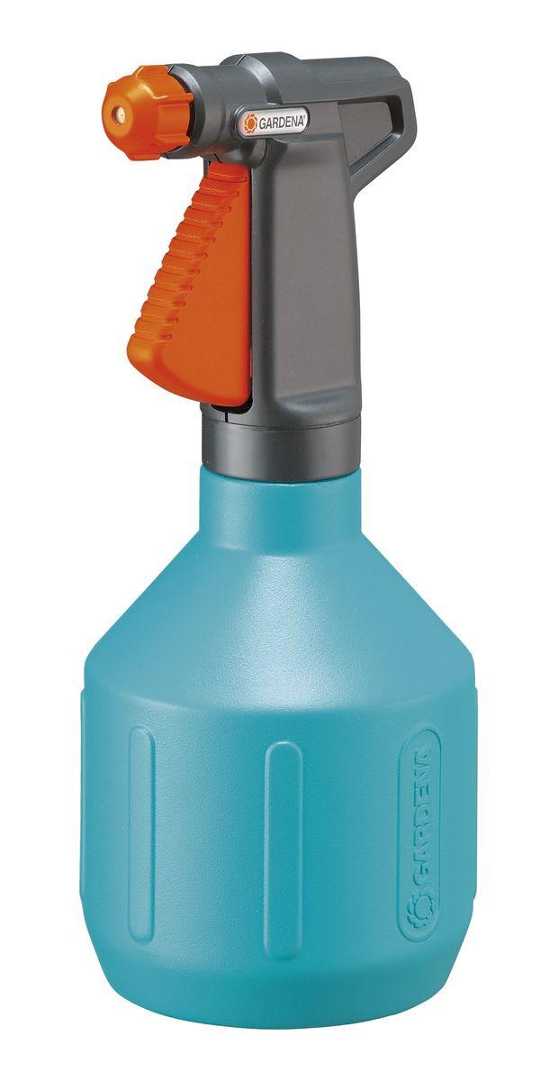 Опрыскиватель ручной Gardena, 1 л00805-20.000.00Легкий ручной опрыскиватель Gardena выполнен из прочного пластика и оснащен специальной насадкой-пульверизатором. Благодаря ручке эргономичной формы, опрыскиватель удобно держать в руке. Вид распыления регулируется от сильной струи до мелкодисперсного распыления. Широкое заливочное горло облегчает процесс заливки воды.Опрыскиватель поможет вам в опрыскивании цветочных клумб, а также при уходе за вашими комнатными растениями.Каждый любитель цветов знает, что для ухода за растениями нужен опрыскиватель, который является источником влаги для растения. Существуют такие цветы, которые нельзя поливать обычным способом.